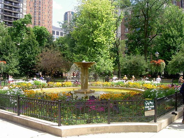 640px-Washington_Square_Park_Fountain,_Chicago.JPG