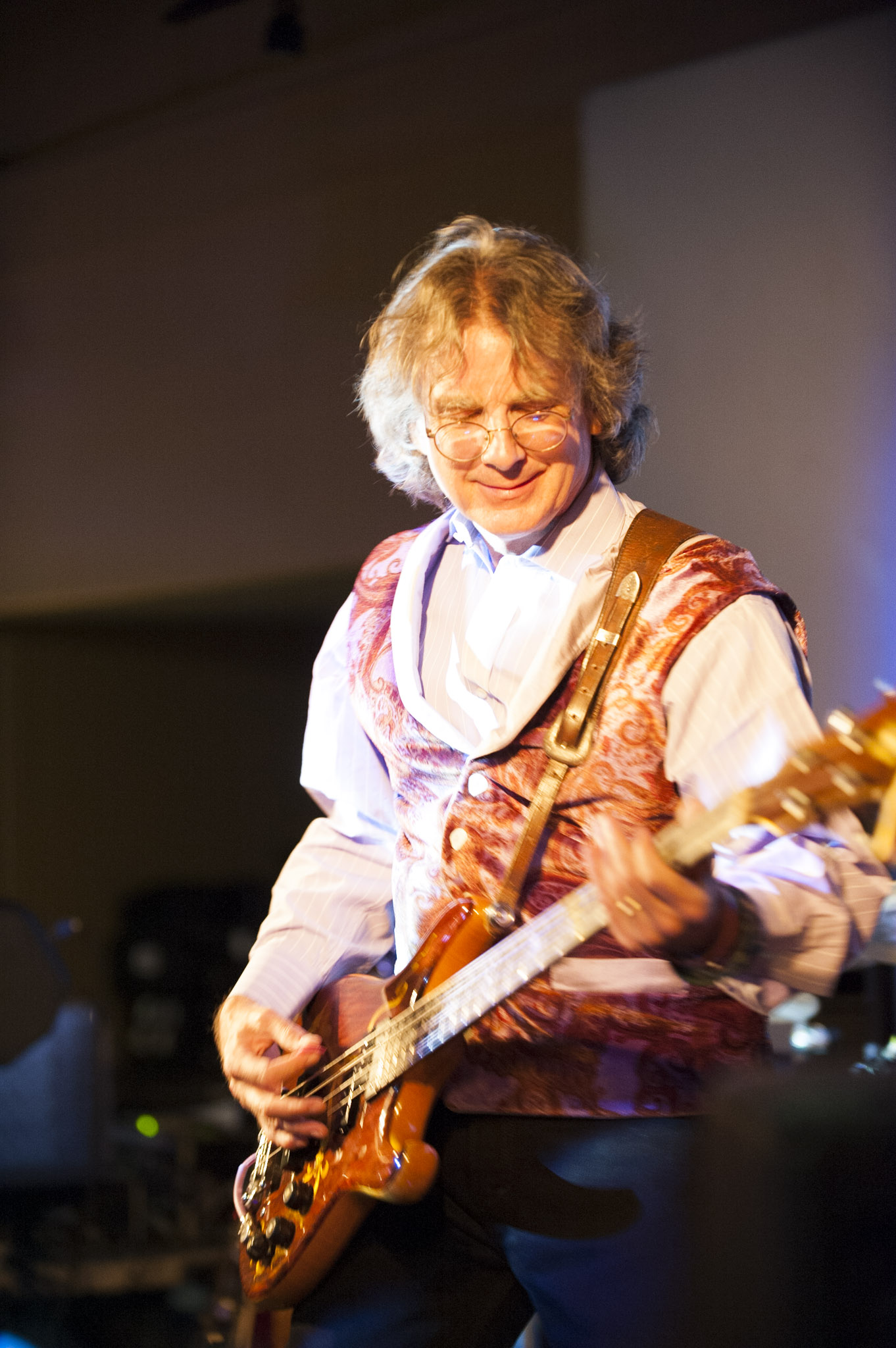 STAR // Connor Gibson   Bassist and vocalist Roger McNamee took the stage at Sally Tomatoes for a psychedelic evening.