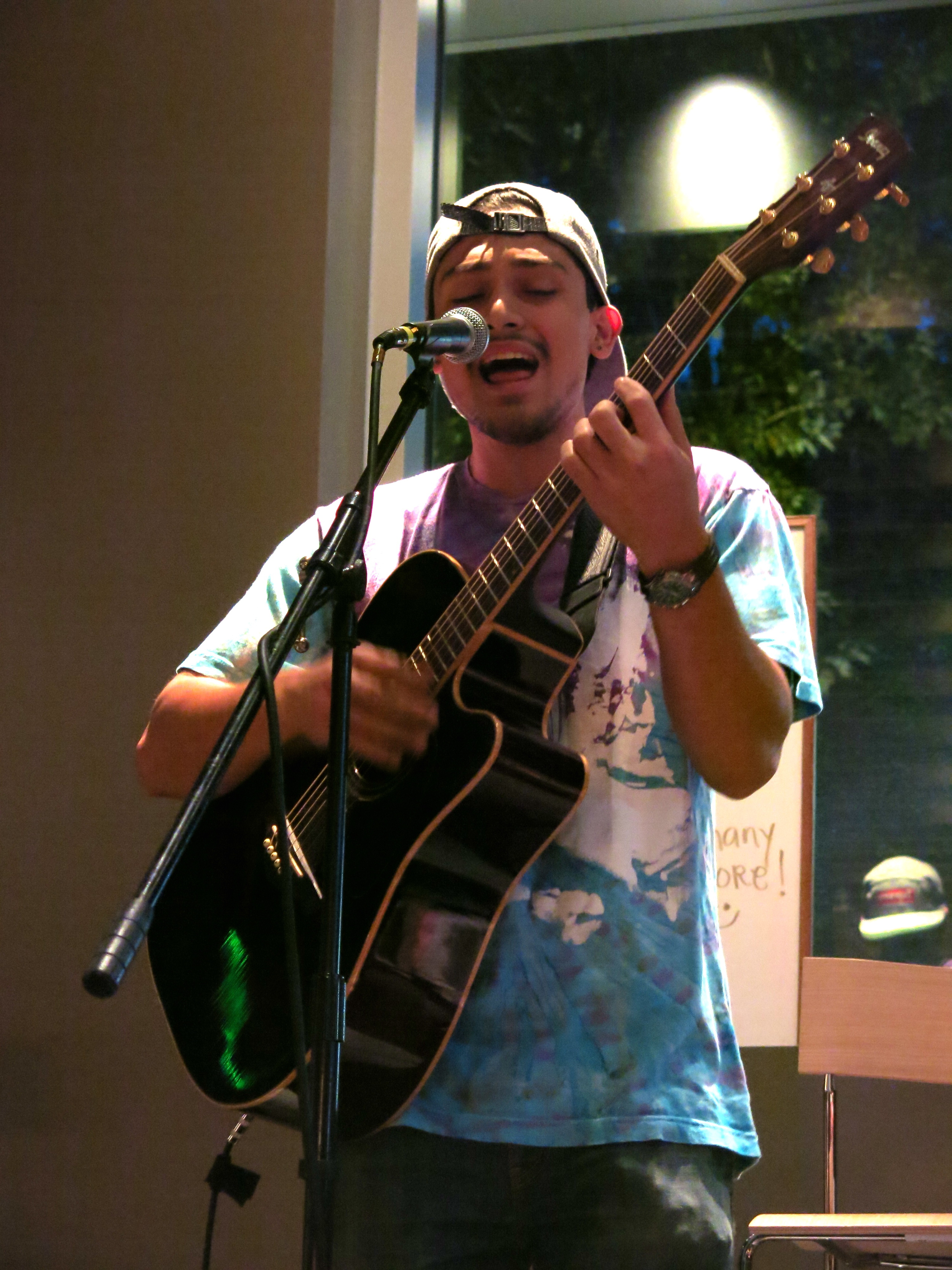 STAR // Maud Busson   Lobo's Pizza and Pub was packed with students performing and watching on Wednesday night.