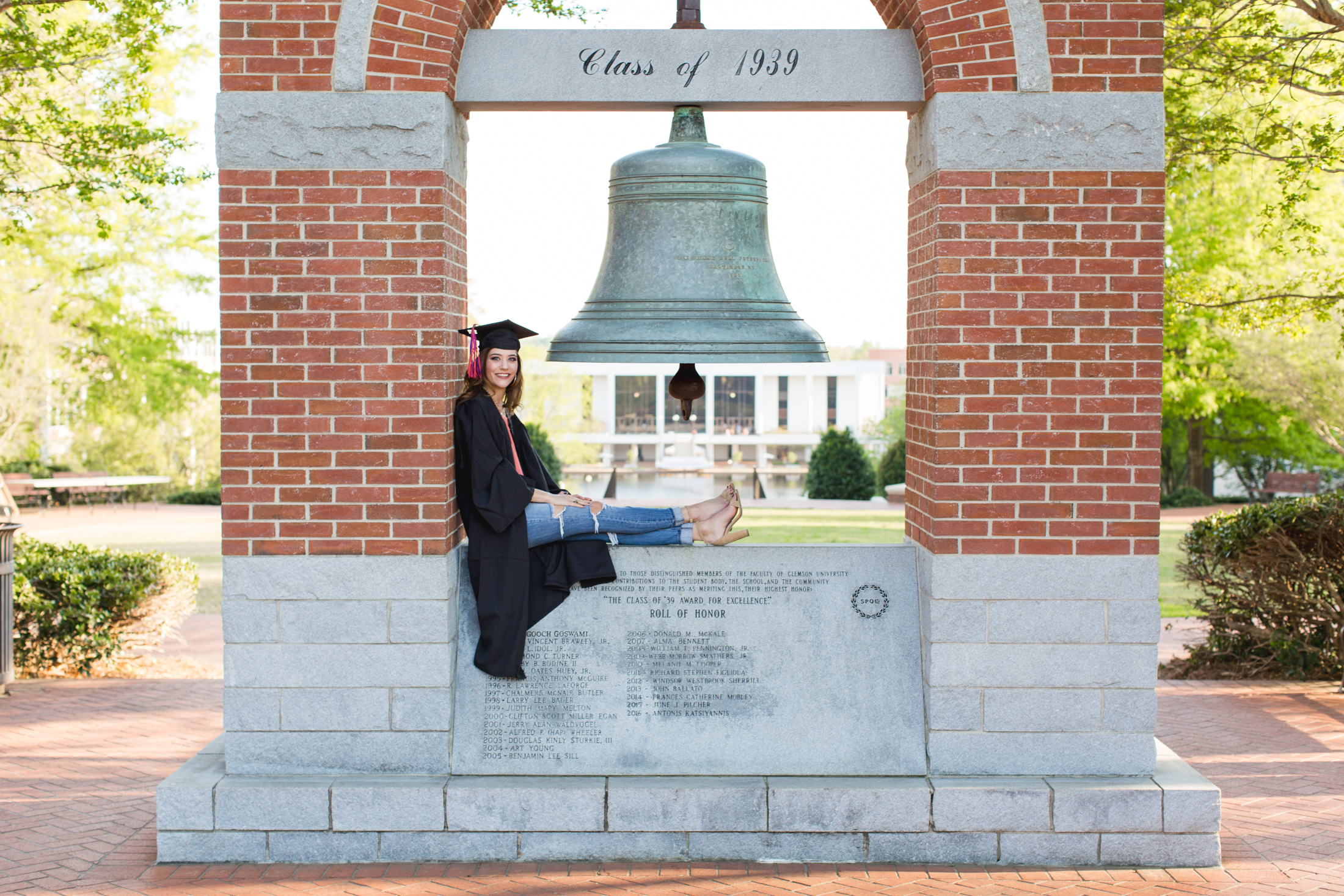 Lindsay Wagner-Clemson University Senior Photos_2017-7657.jpg