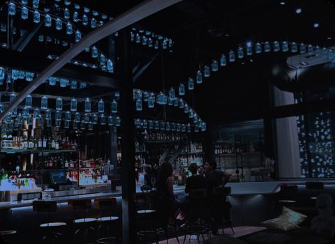 Curadoria - Selecionamos apenas os melhores bares, restaurantes e opções de cada região. Sua marca será bem vista por um público exigente e que frequenta em média 3x por semanas nossos melhores locais.