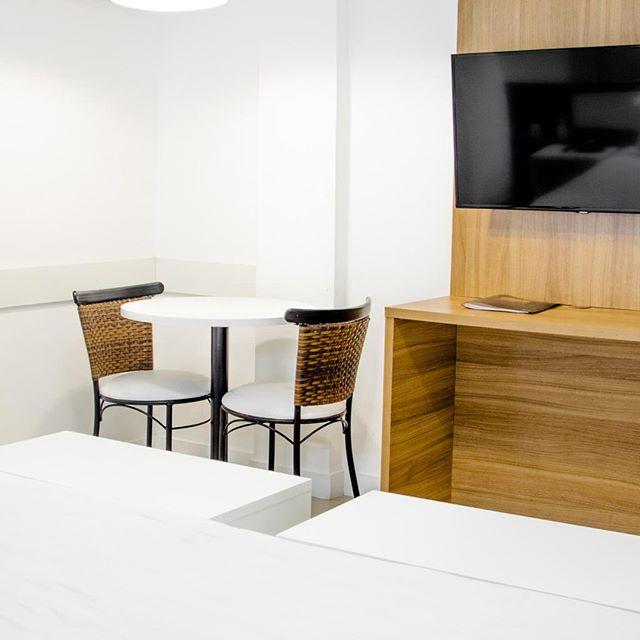 Apartamentos Premium - Hotel Rieger⠀ ⠀ Apartamentos padrão corporativo, muito confortáveis com mesas de trabalho e TV LED.⠀ ⠀ #hotelrieger #balneariocamboriu #rieger #praia #hoteis