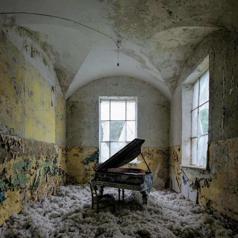 Urbex: Beelitz Bath House Piano