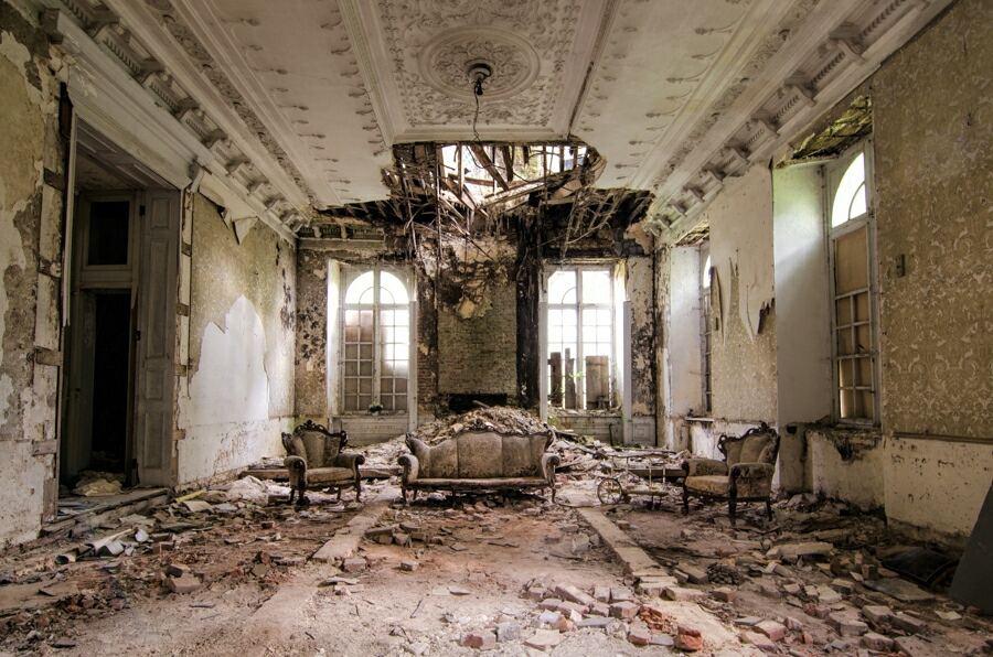 Not really a lot to see at this abandoned chateau in Belgium. It was in a terrible state. There really is something special about this room though.