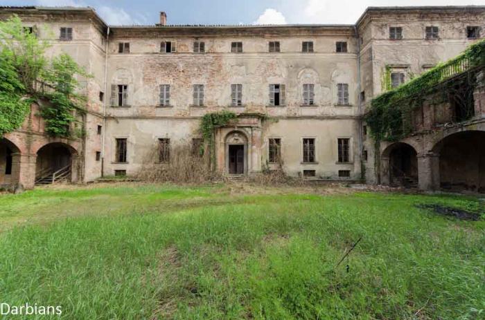 Abandoned Palace Italy