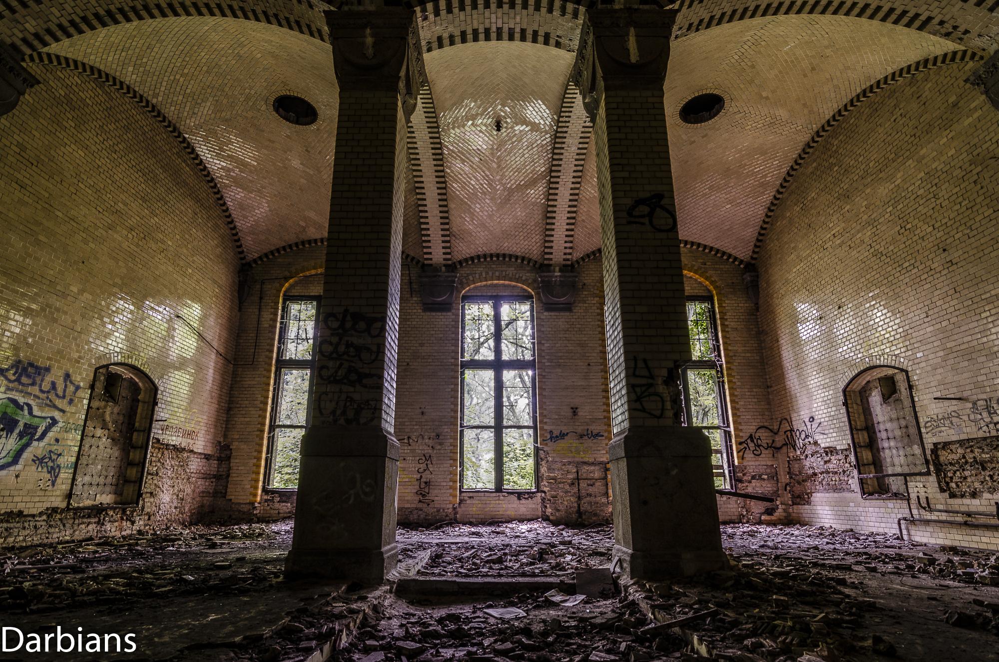 Beelitz Female Pavilions: Large bathroom with vaulted ceiling.
