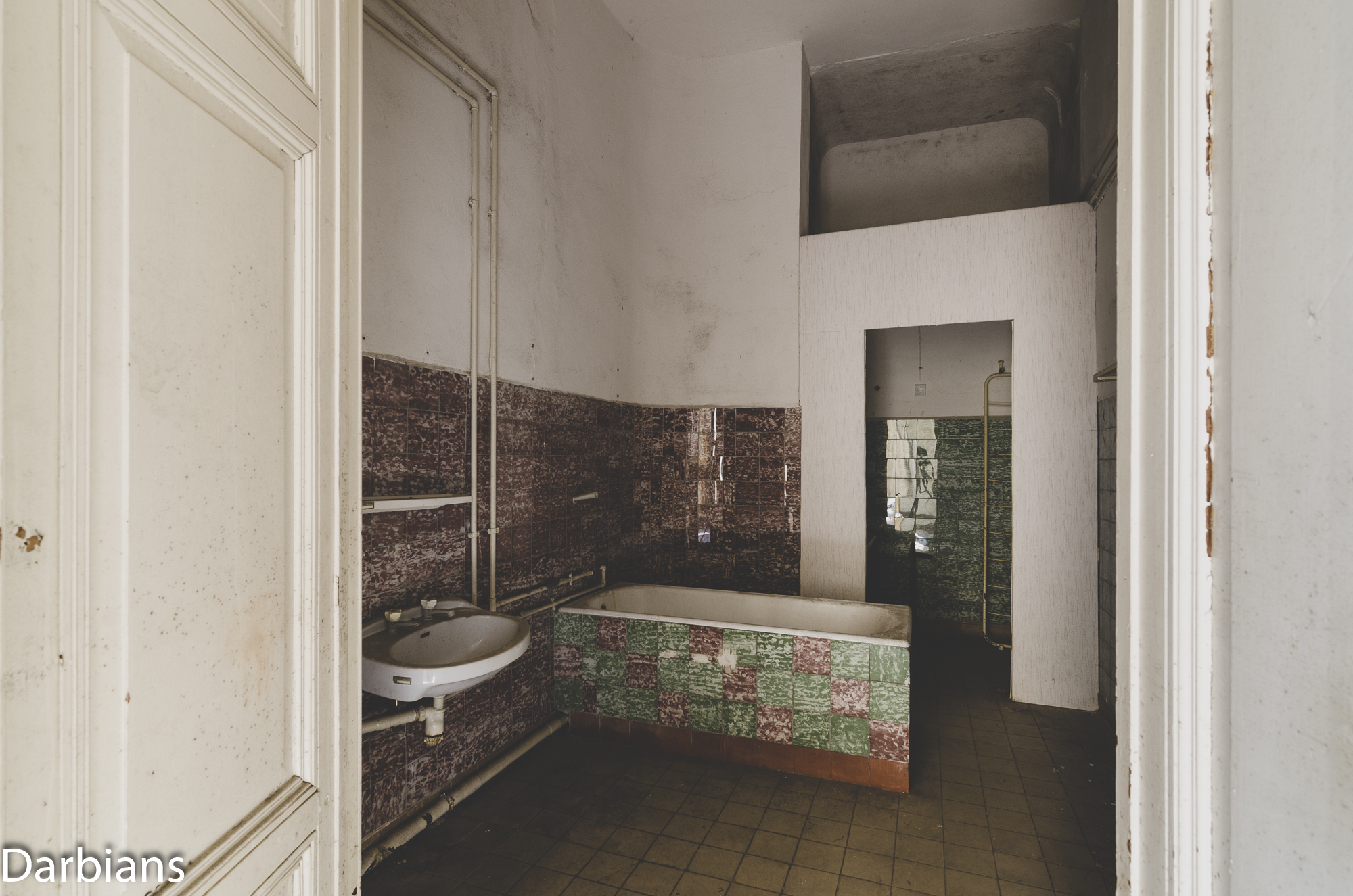 House Of Wheelchairs. Funky bathroom.