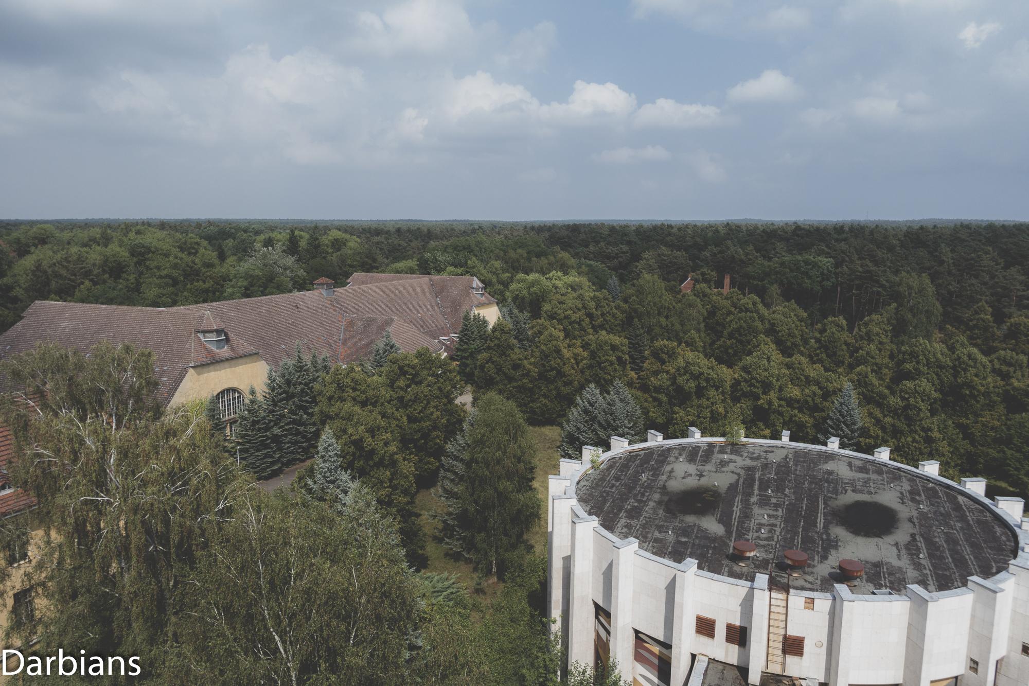 Haus Der Offiziere Wünsdorf Konzerthaus: Didn't get a proper external. The Konzerthaus is the long building on the left.