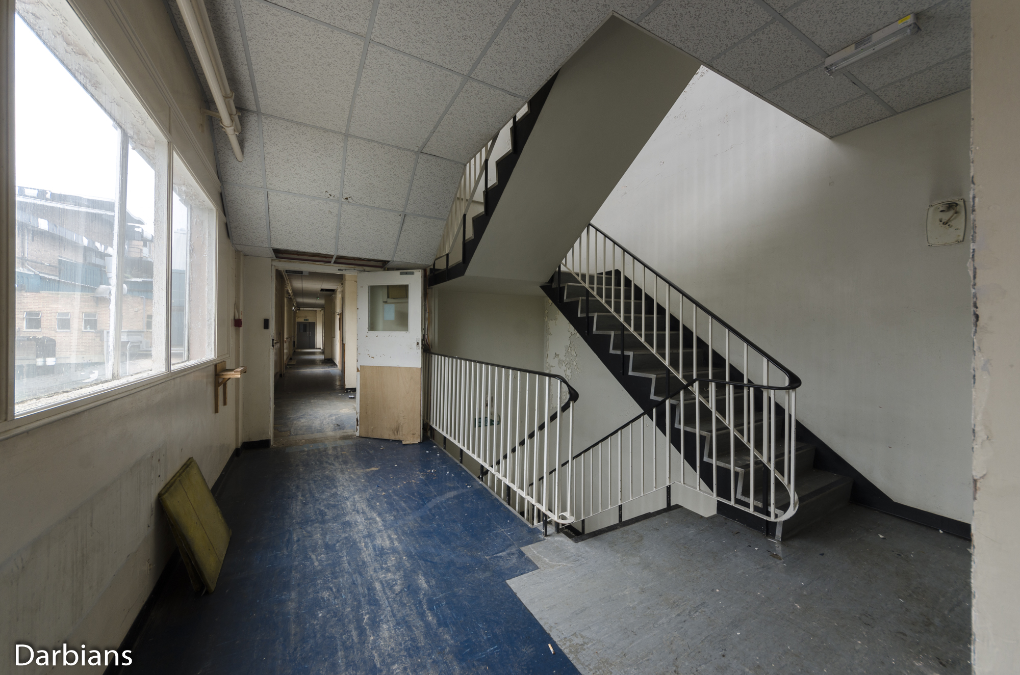 Deluxe London: Corridor and stairwell to the warehouse.