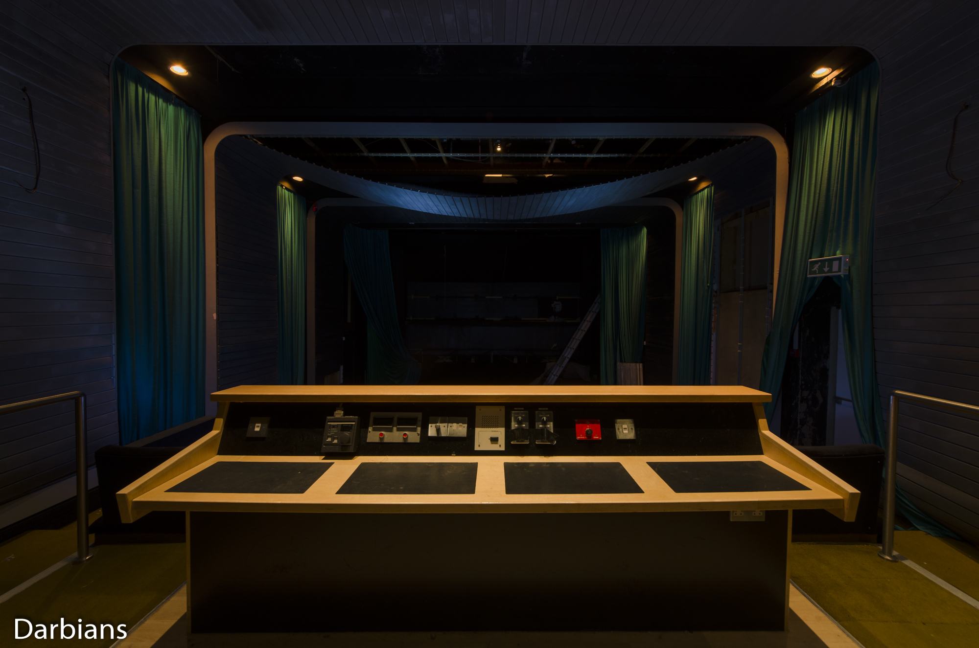 Deluxe London: The dolby digital theatre desk.