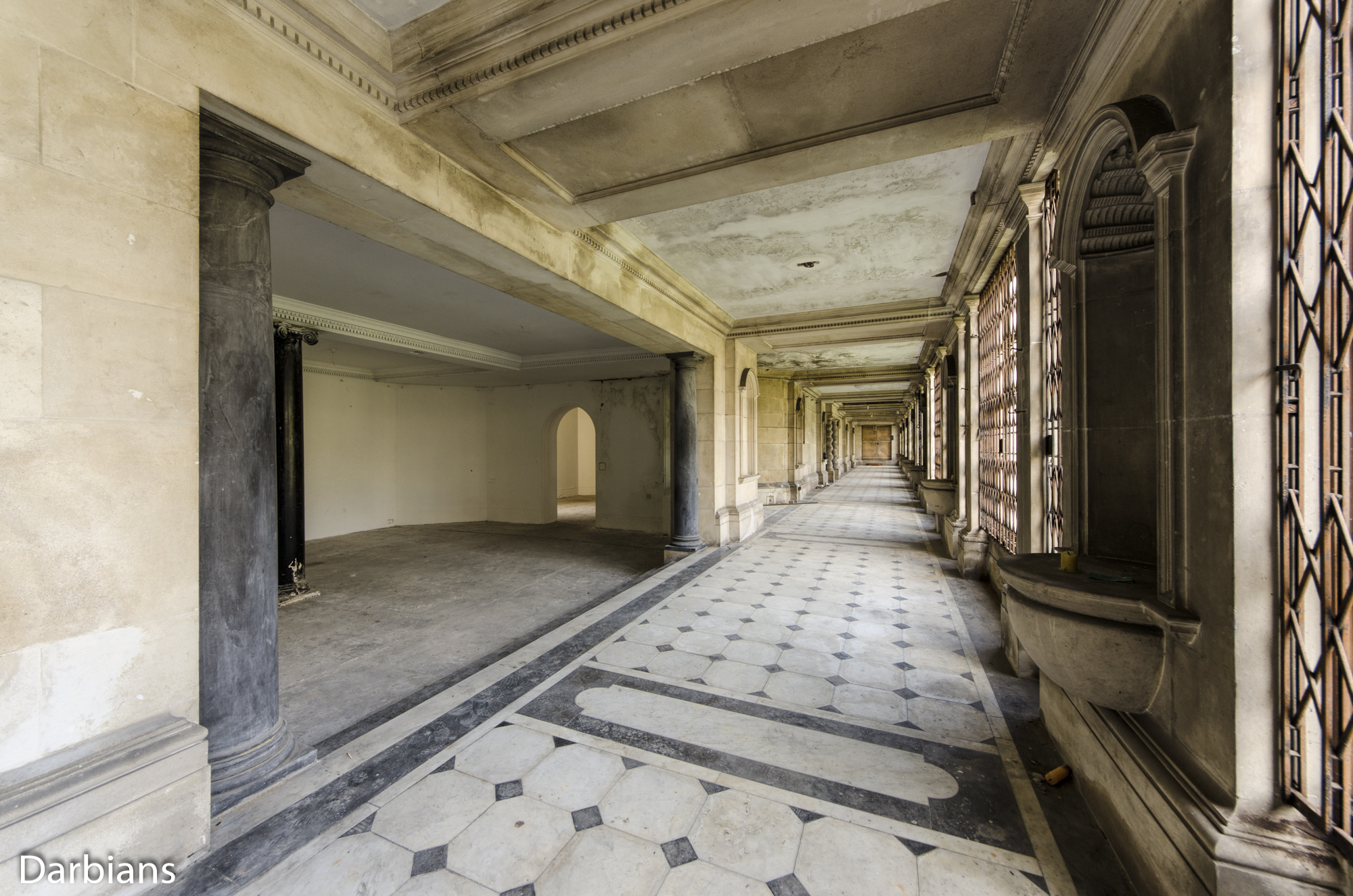 Doughty House Richmond: Rear gallery corridor with large columns.