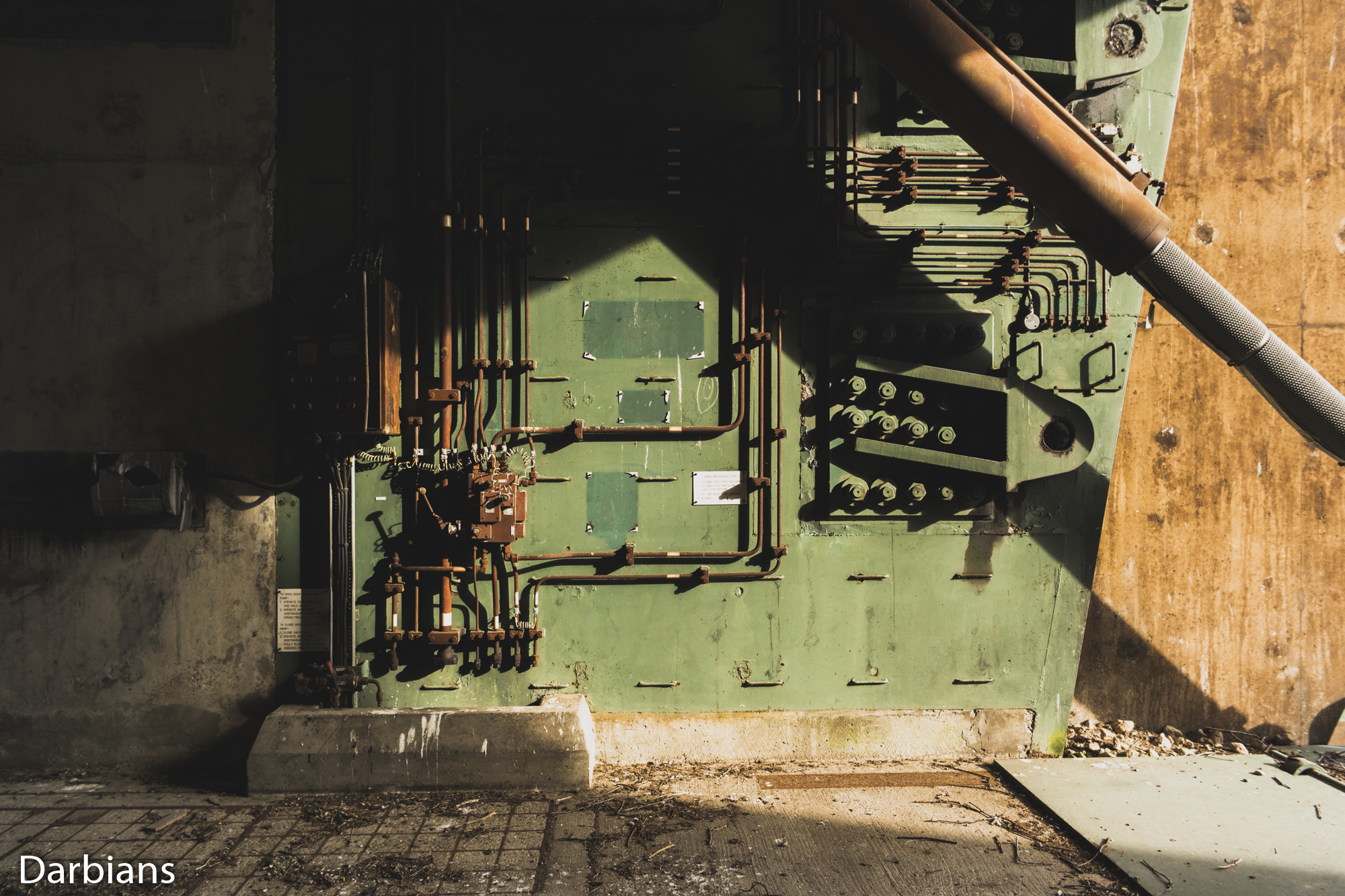 RAF Greenham Common: Hydraulics of the door.