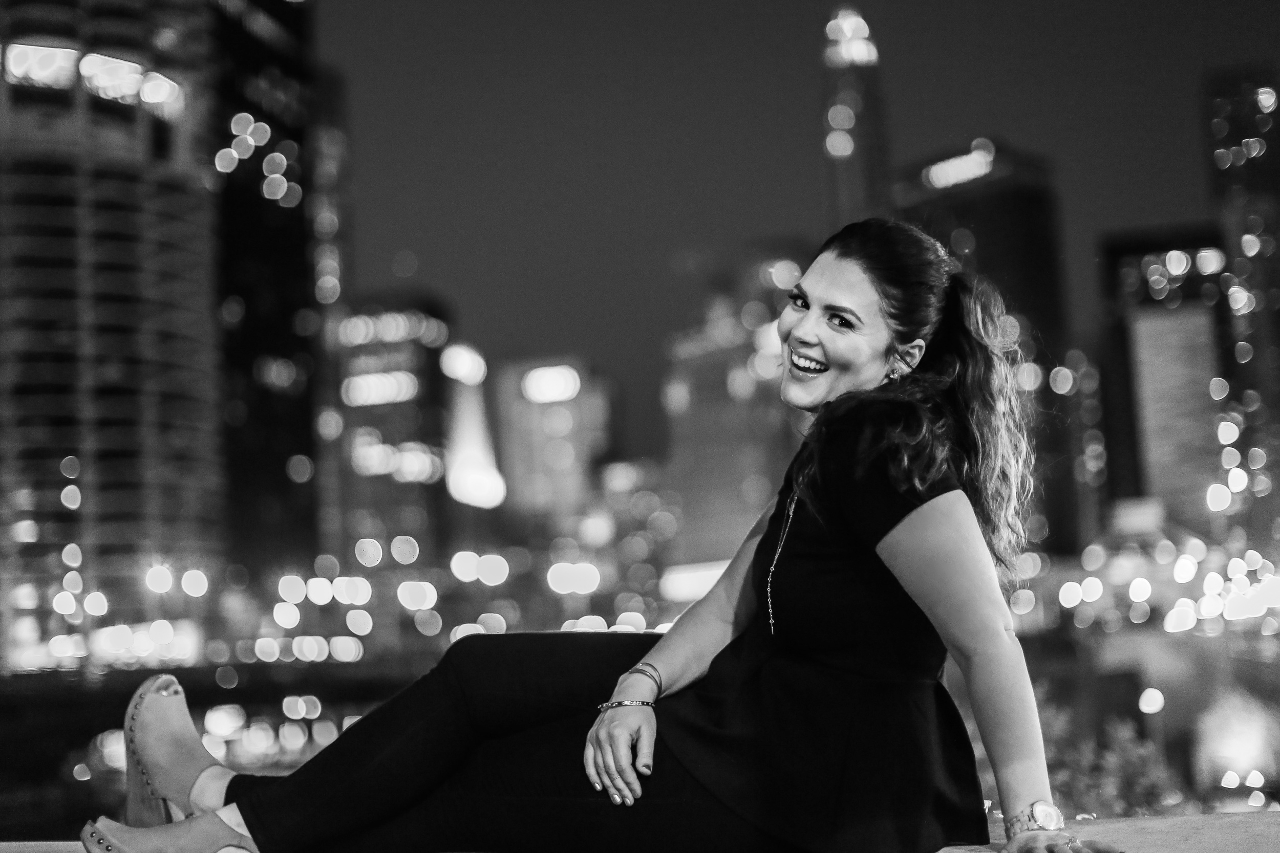 beautiful woman smile with chicago city lights