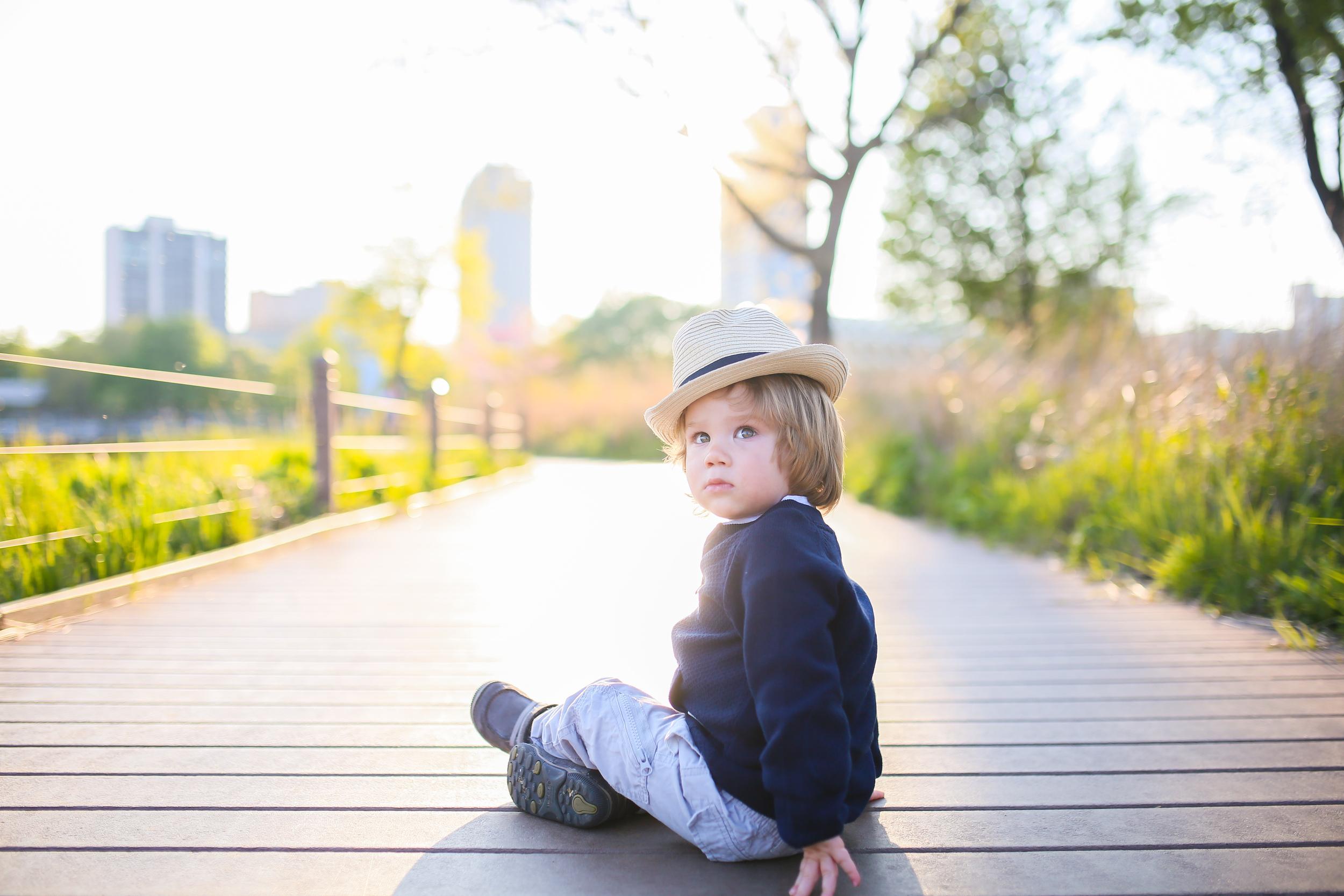 toddler wearing hat in chicago