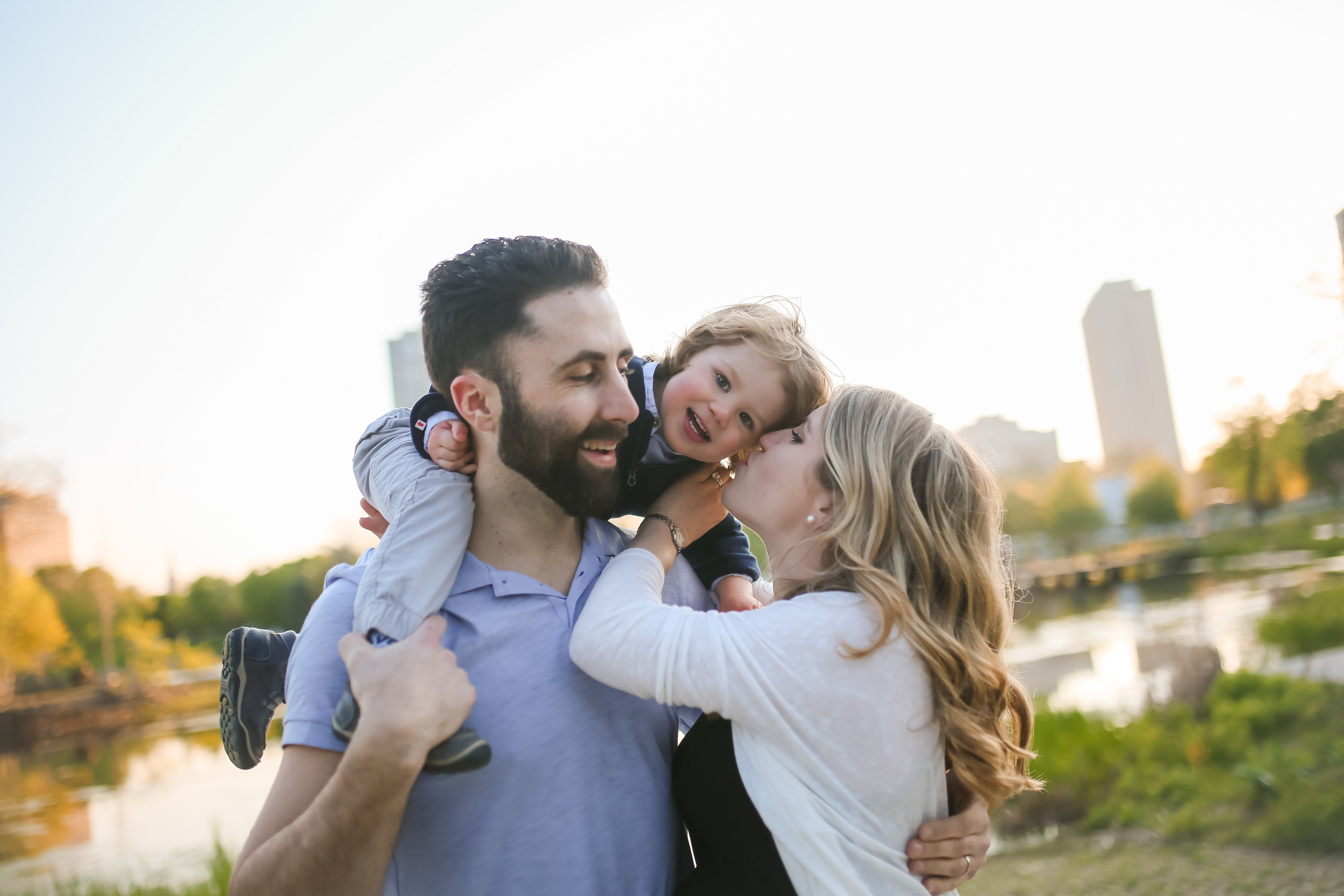 chicago family kiss