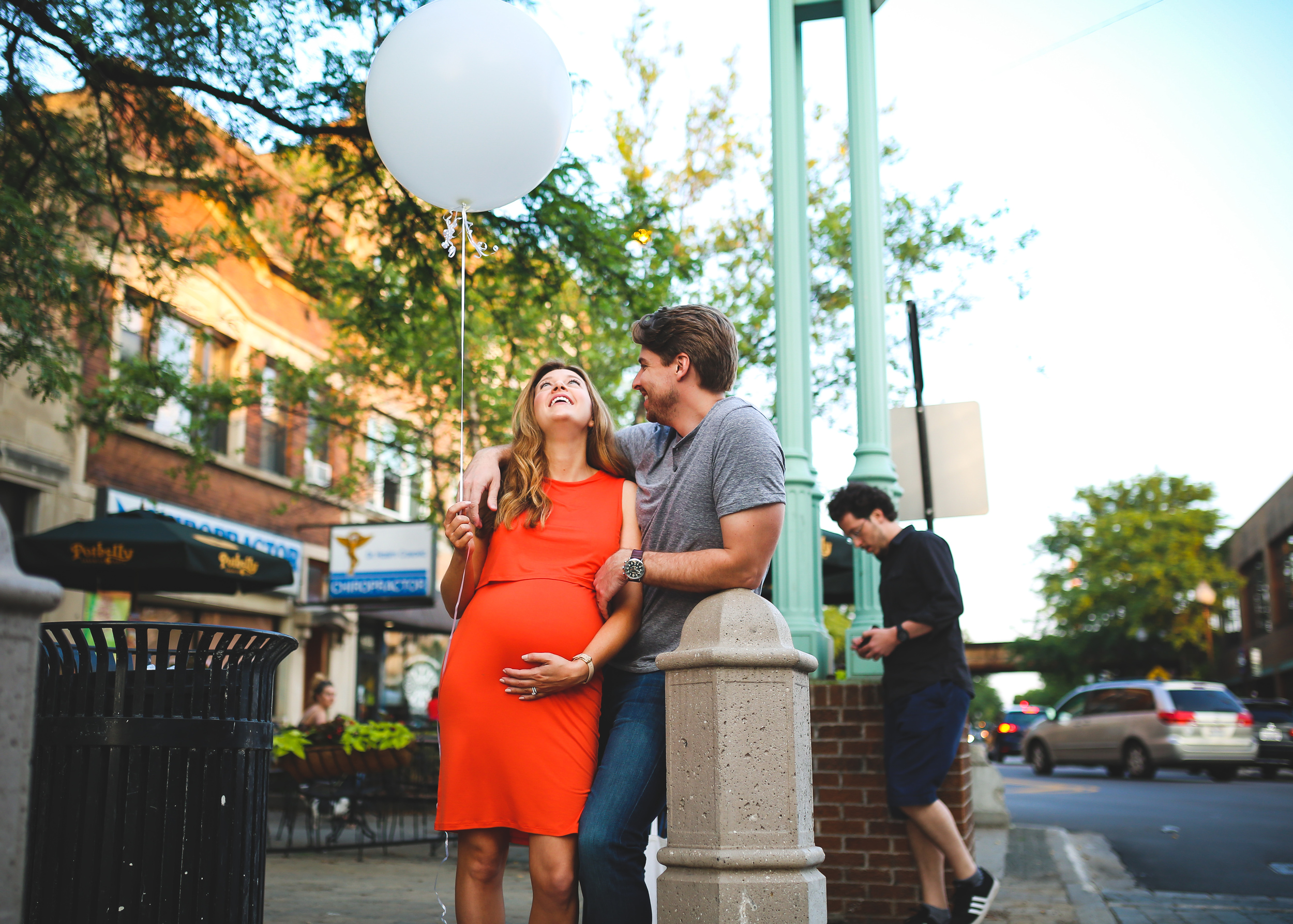 chicago maternity photography with balloon