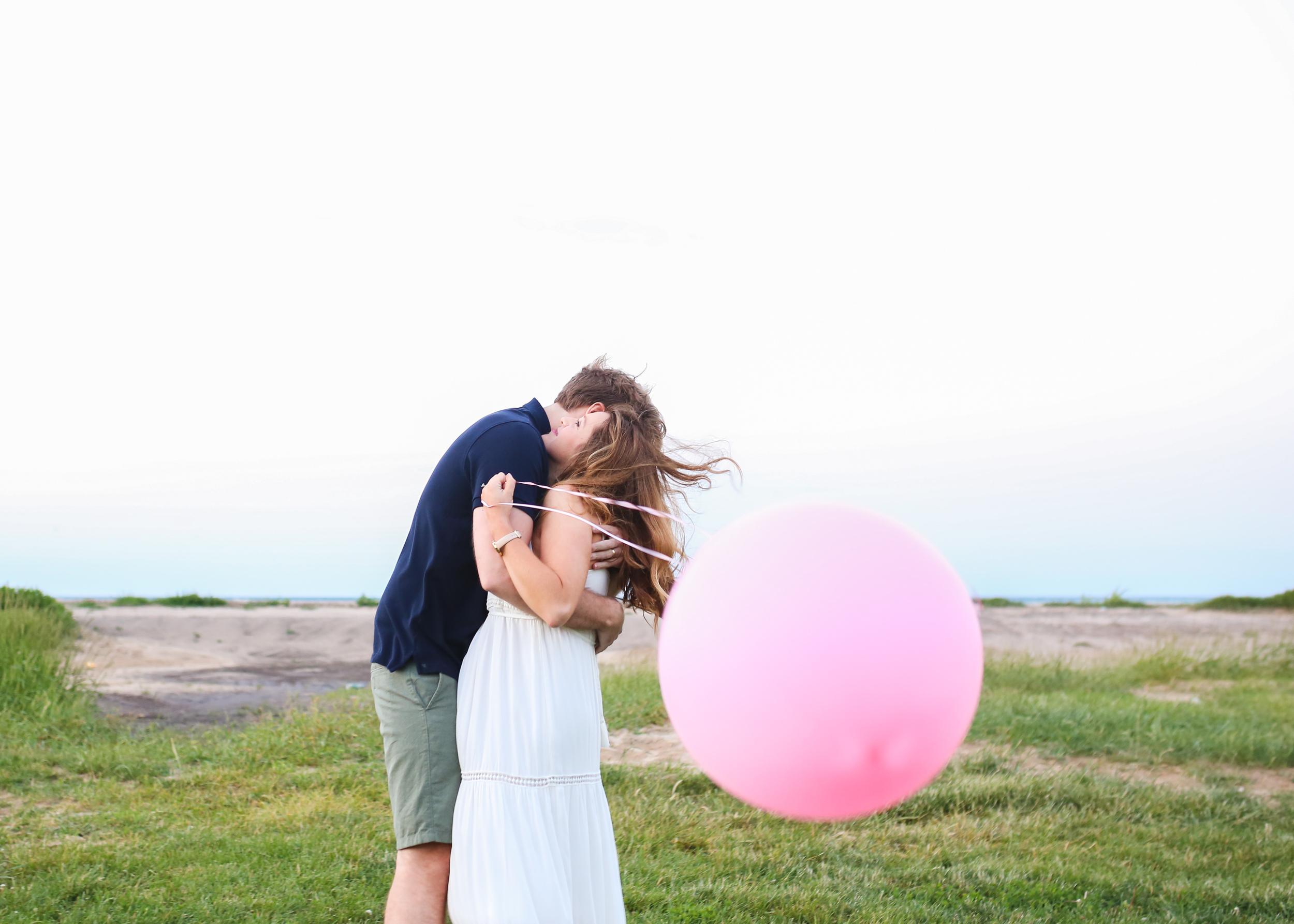 chicago maternity balloon hug