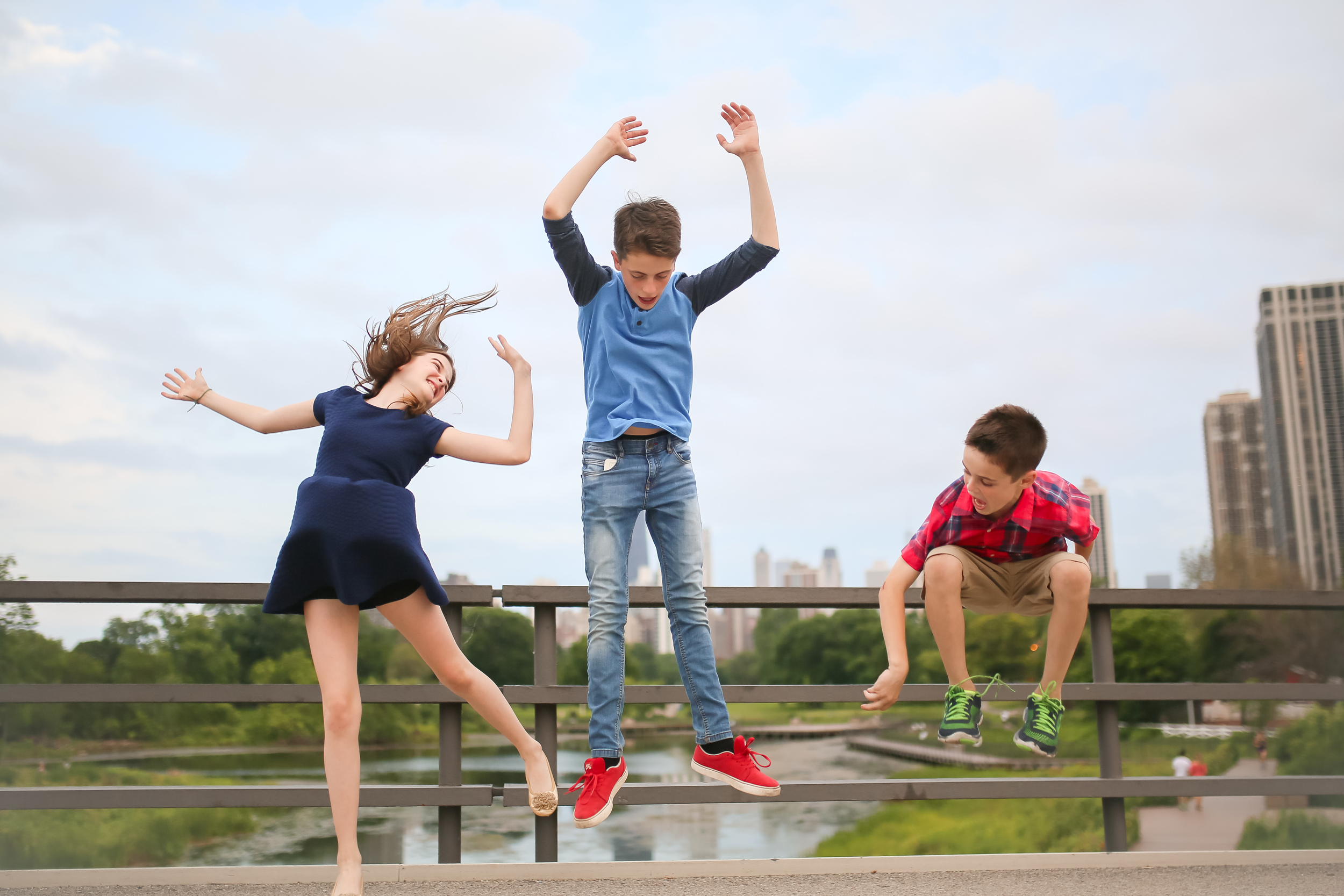 chicago kids jumping skyline