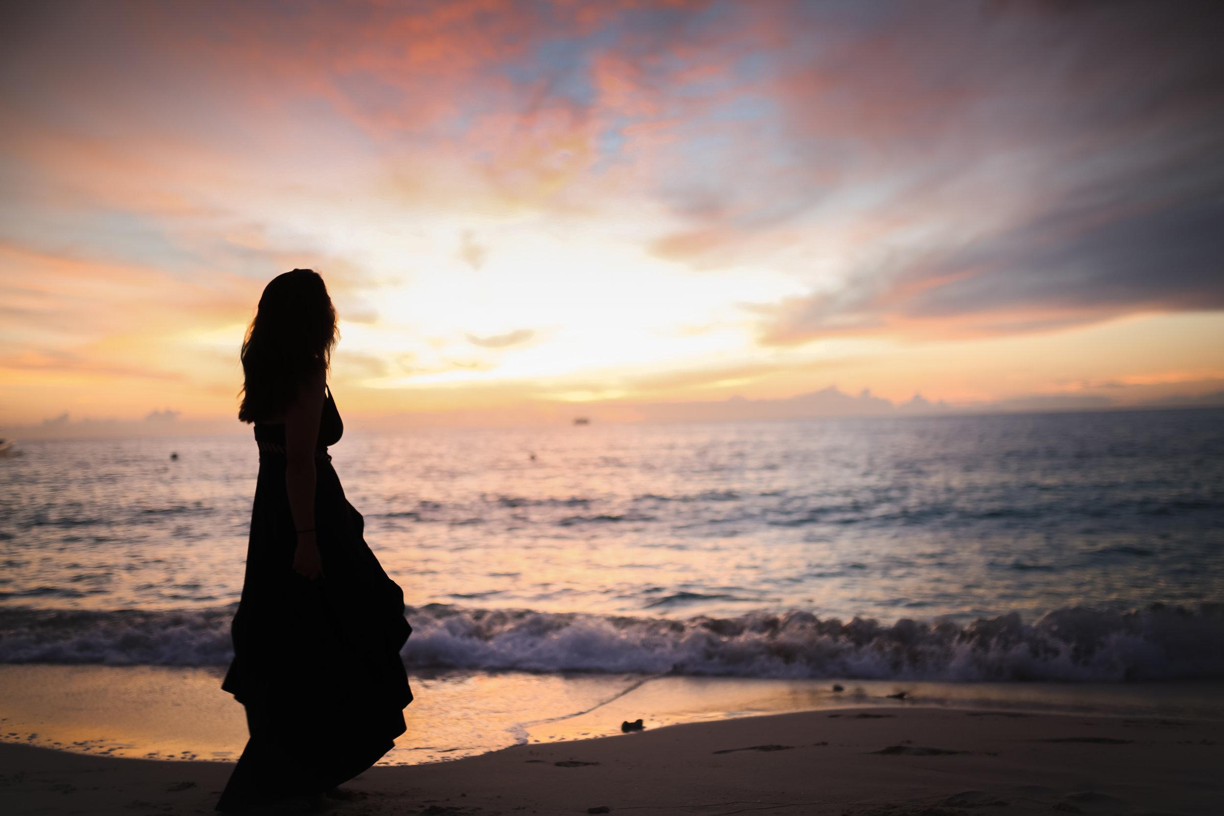 beach sunset silhouette lifestyle photographer jenny grimm