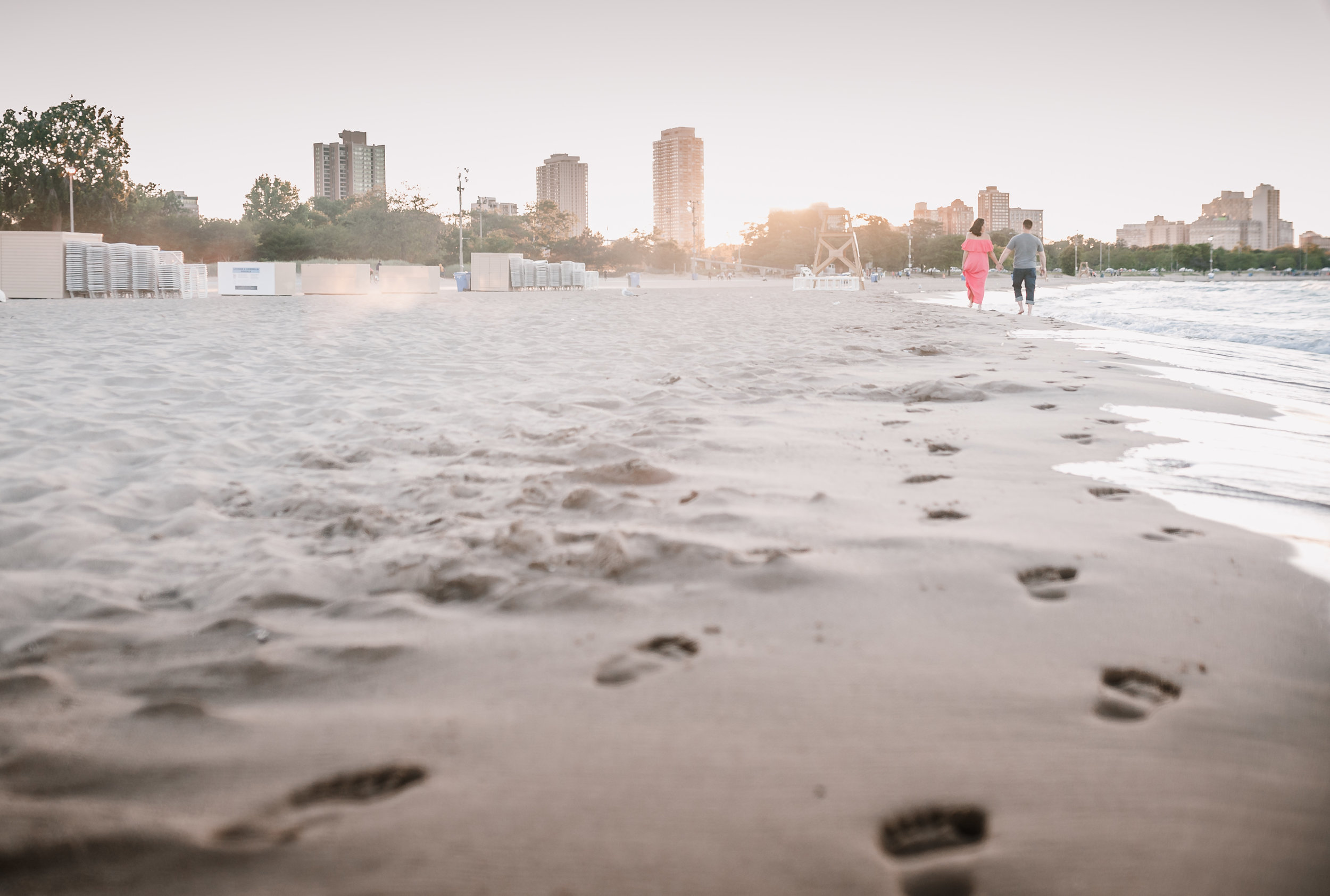 chicago maternity lifestyle photographer jenny grimm beach session north avenue