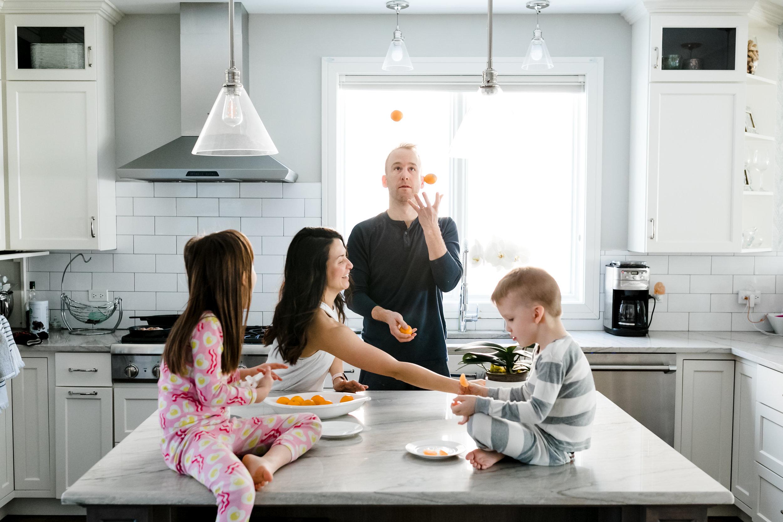 ©JGP2019_chicago-kitchen-family-breakfast-balance-healthy-habits