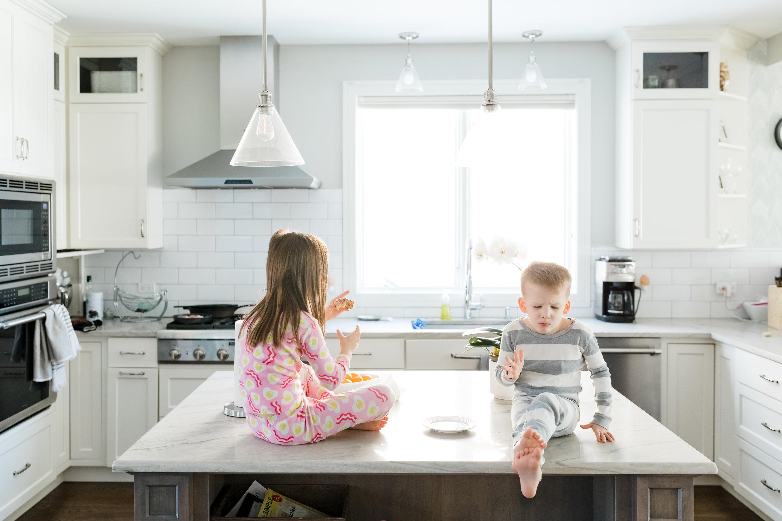jenny grimm chicago lifestyle family photographer kitchen kids