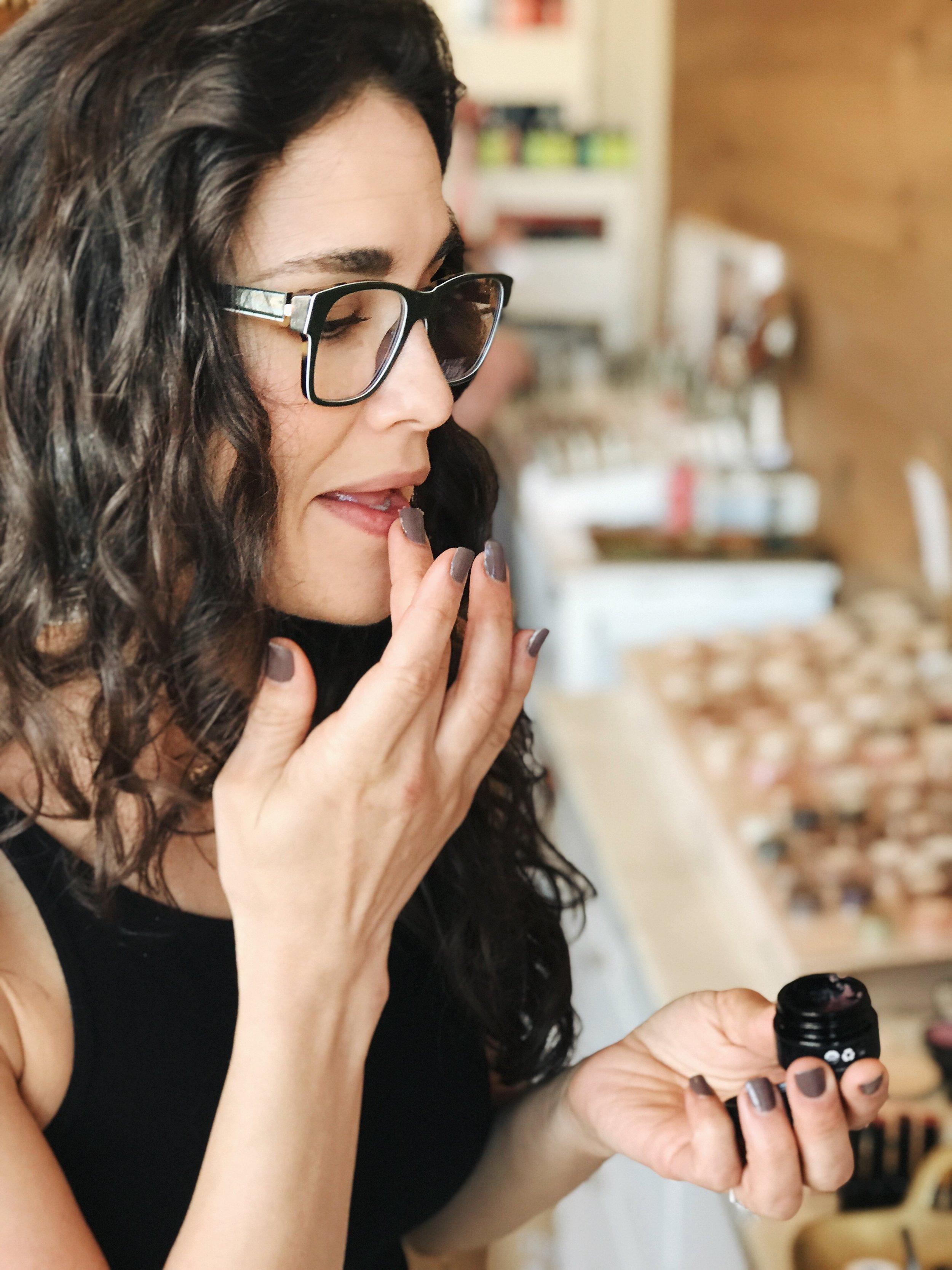 On the go Lip Exfoliating with HENNÉ Organics | janny: organically.
