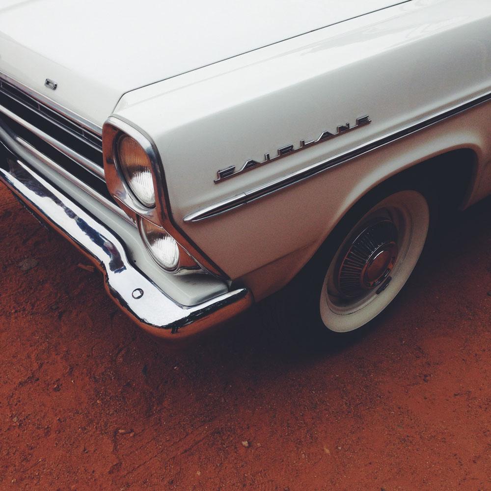 ford-fairlane-vintage-car