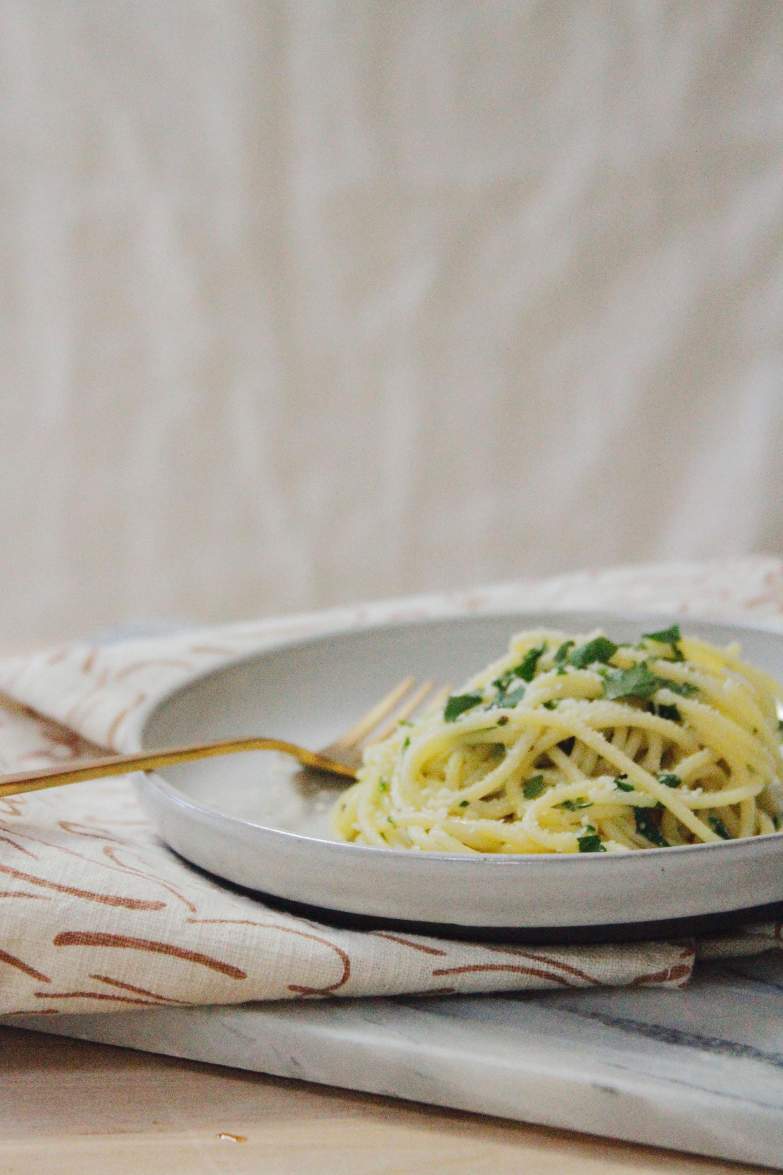 butter garlic spaghetti // a little gathering