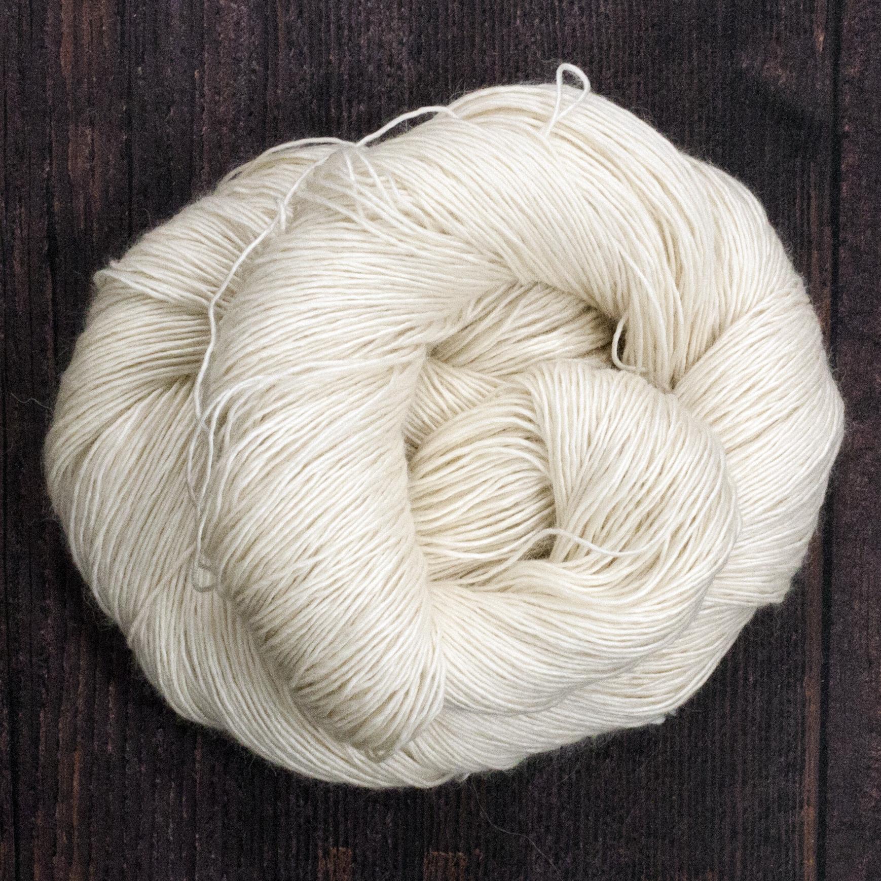 Type 49112  Arequipa Singles 4ply  60% Superwash Merino Wool 20% Baby Alpaca  20% Silk Singles  115g hanks 460m per 115g (400m per 100g) 1/4nm