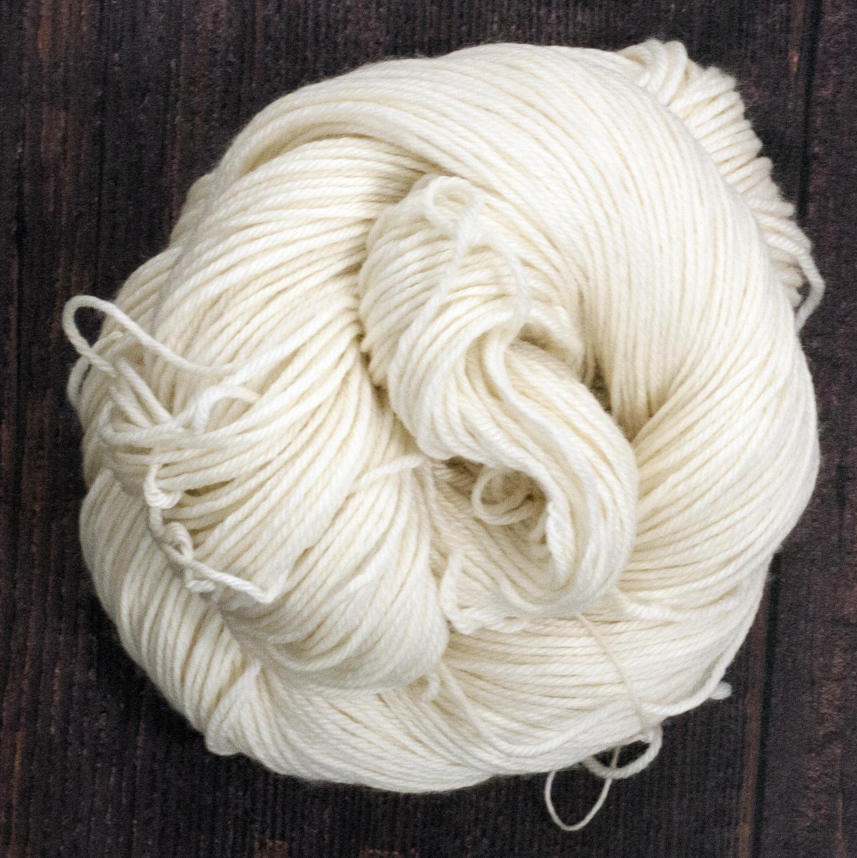 Type 49204B  DK 115 (Worsted)  100% Superwash Extrafine Merino Wool Springy Twist  115g Hanks 230m per 115g (200m per 100g) 4/8nm