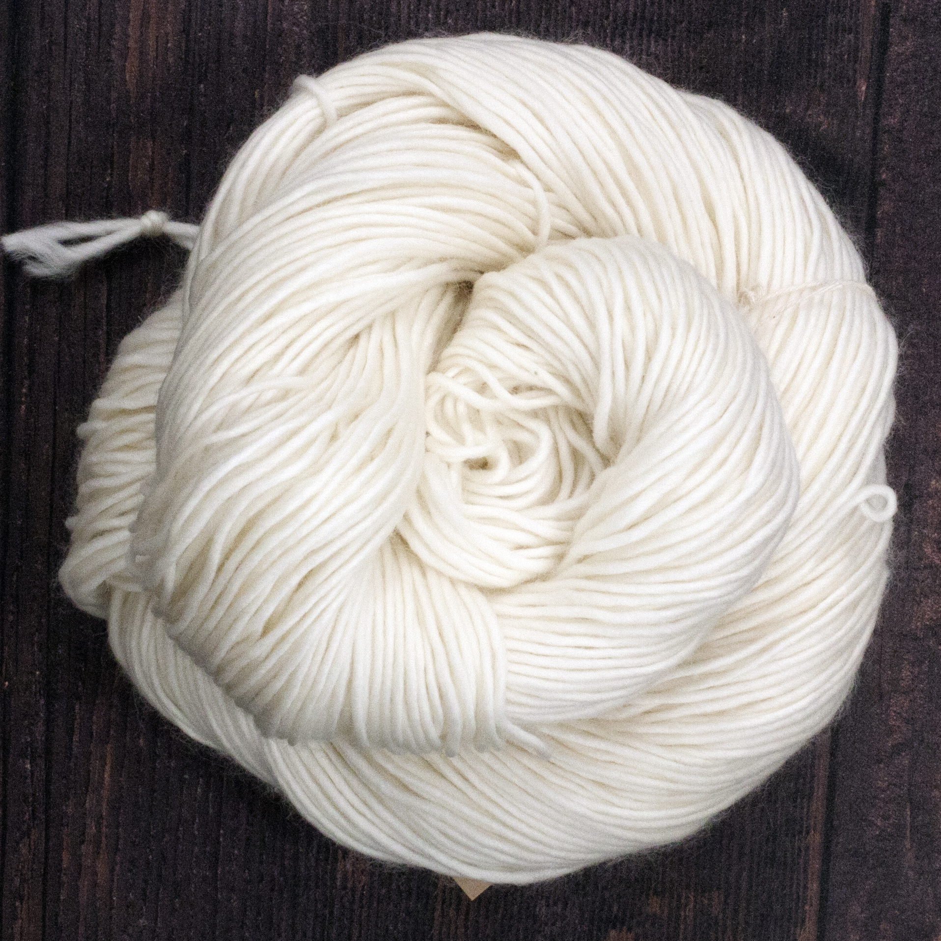 Type 49218   Single and Stunning DK 100% Superwash Merino Wool  100g Hanks  220m per 100g 1/2.2nm