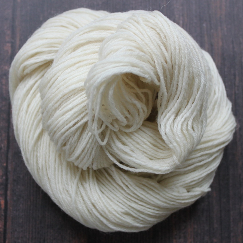 Type 49124 & 49124A  Highland 4ply Non SW  100% Non-Superwash Wool  100g & 50g Hanks 420m per 100g 3/9nm