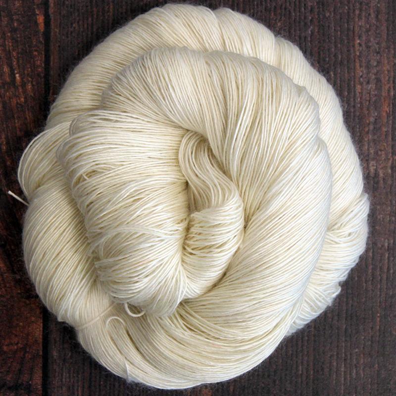 Type 49049  Silky Singles Lace 600  70% Superwash Merino Wool 30% Silk Singles  100g Hanks 600m per 100g 1/6nm