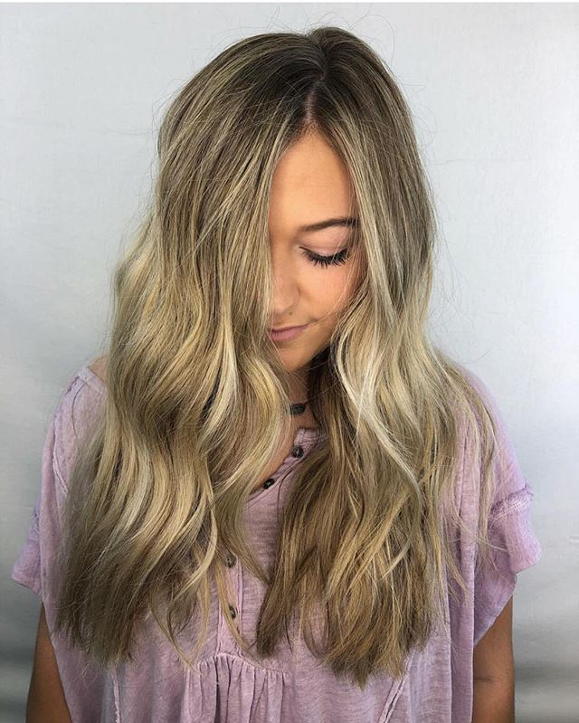 This color is jaw dropping !!! Obsessed with this blonde on @kendalabercrombie by @hairby_kb — you're doing amazing sweetie 💕💕 . . . #salonpure #aveda #blonde #balayage #northgasalon #hair #longhair #avedablonde #beachwaves #behindthechair #modernsalon #americansalon #businessofbalayage #atlhair #atlsalon #honeyblondeweave