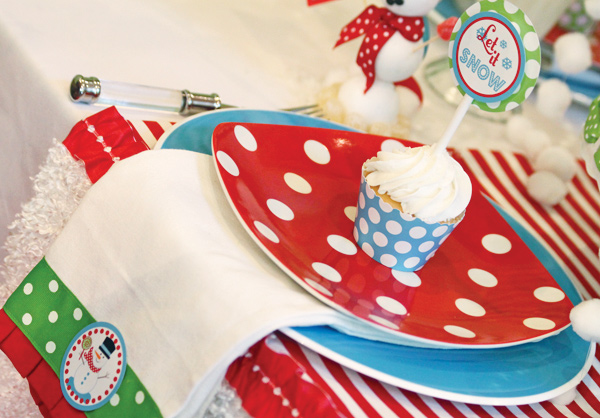 Let it Snow Cupcake Toppers and a Festive Table Setting from Amanda's Parties to Go / as seen on www.GiggleHearts.com