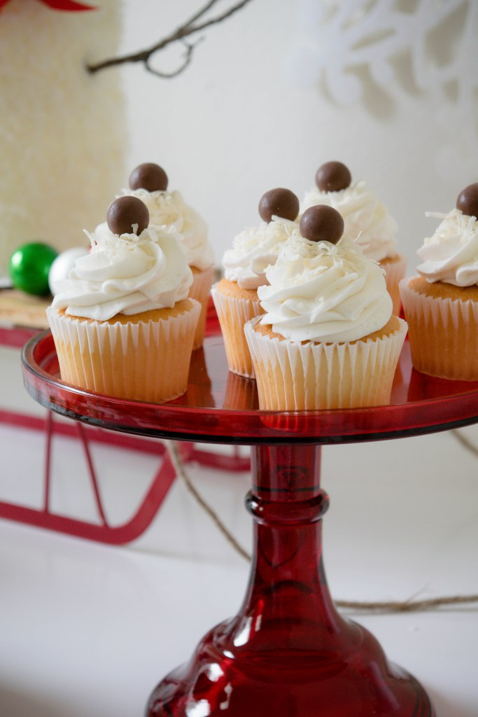 let-it-snow-dessert-table-cupcakes.jpg