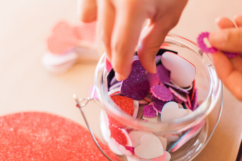 art-craft-valentines-day-party-Connie-Meinhardt-Photography-heart-sticker-how-to.jpg