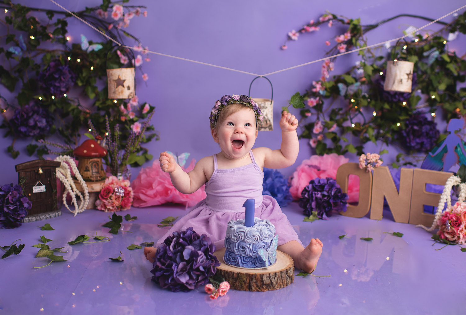The sweetest first birthday photo shoot - a fairy themed smash the cake photo session with Elizabeth Frederick Photography in Connecticut / as seen on www.GiggleHearts.com
