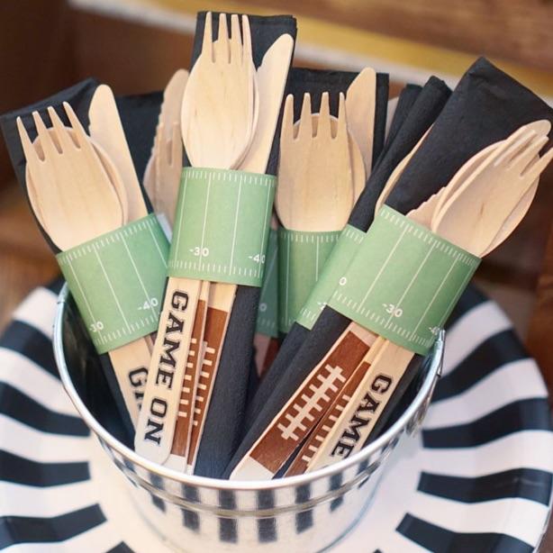 football-party-cutlery.jpg