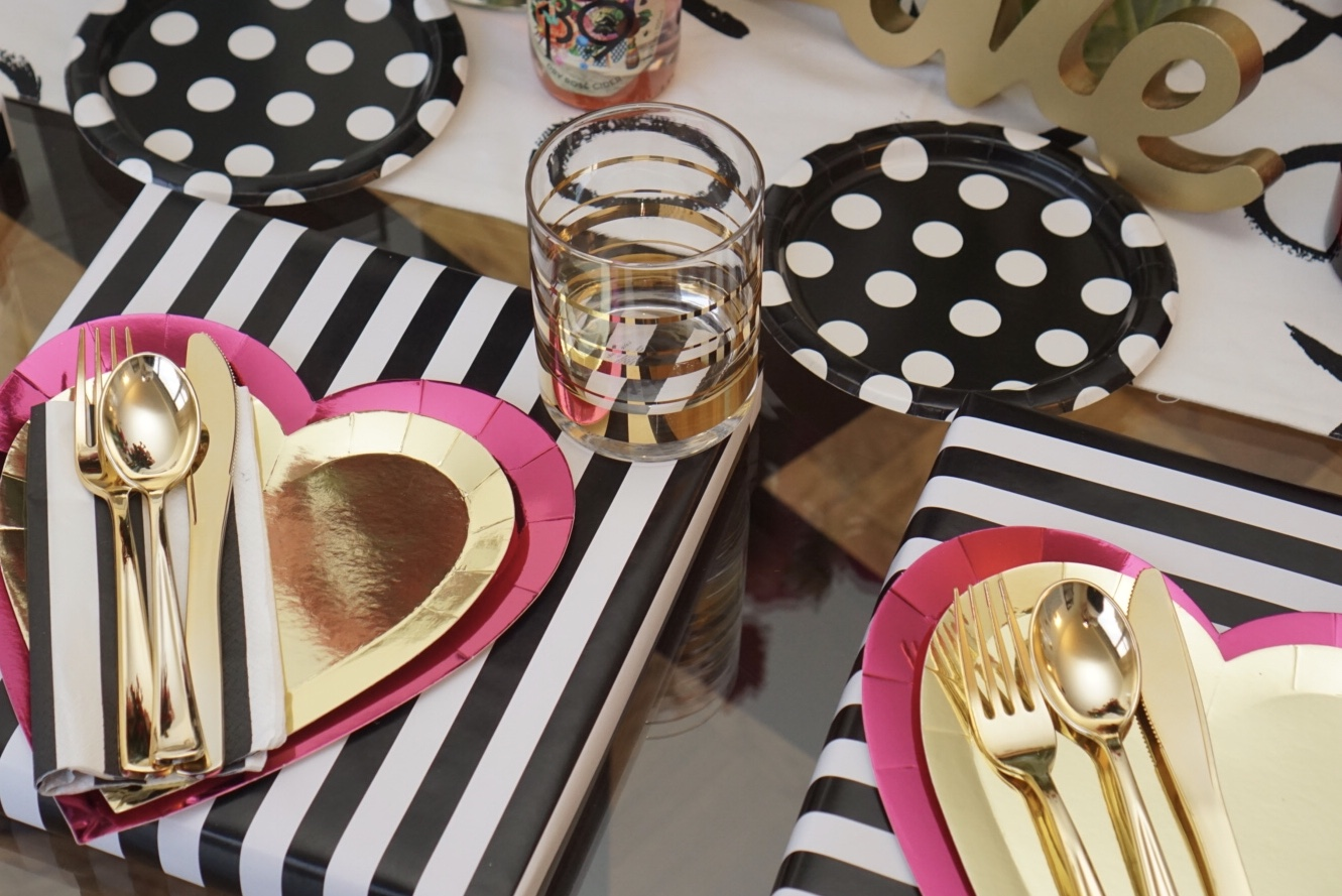 galentines-day-party-tablesetting.jpg