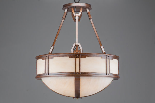 This fixture design is all about meticulous craftsmanship. By elevating functional clasps and joints to aesthetic details, an understated silhouette is transformed into an impressive work of art.