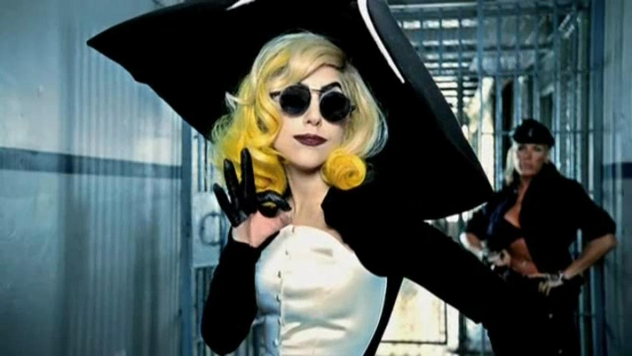 Lady-Gaga-ft-Beyonce-Telephone-Music-Video-Screencaps-lady-gaga-19363528-1248-704.jpg