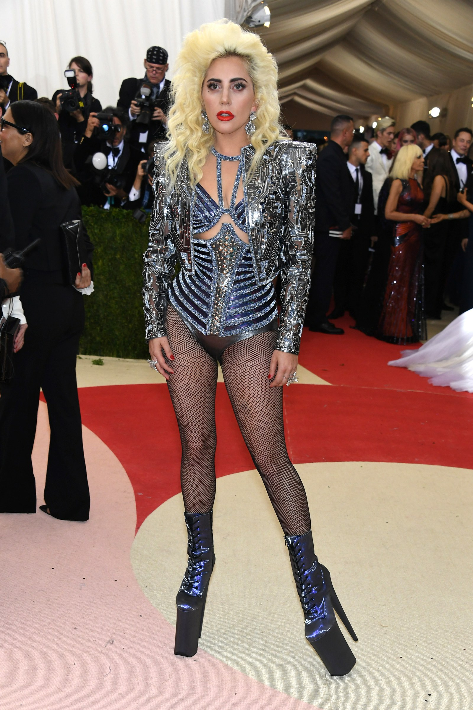 iconic-met-gala-looks-2016-lady-gaga.jpg