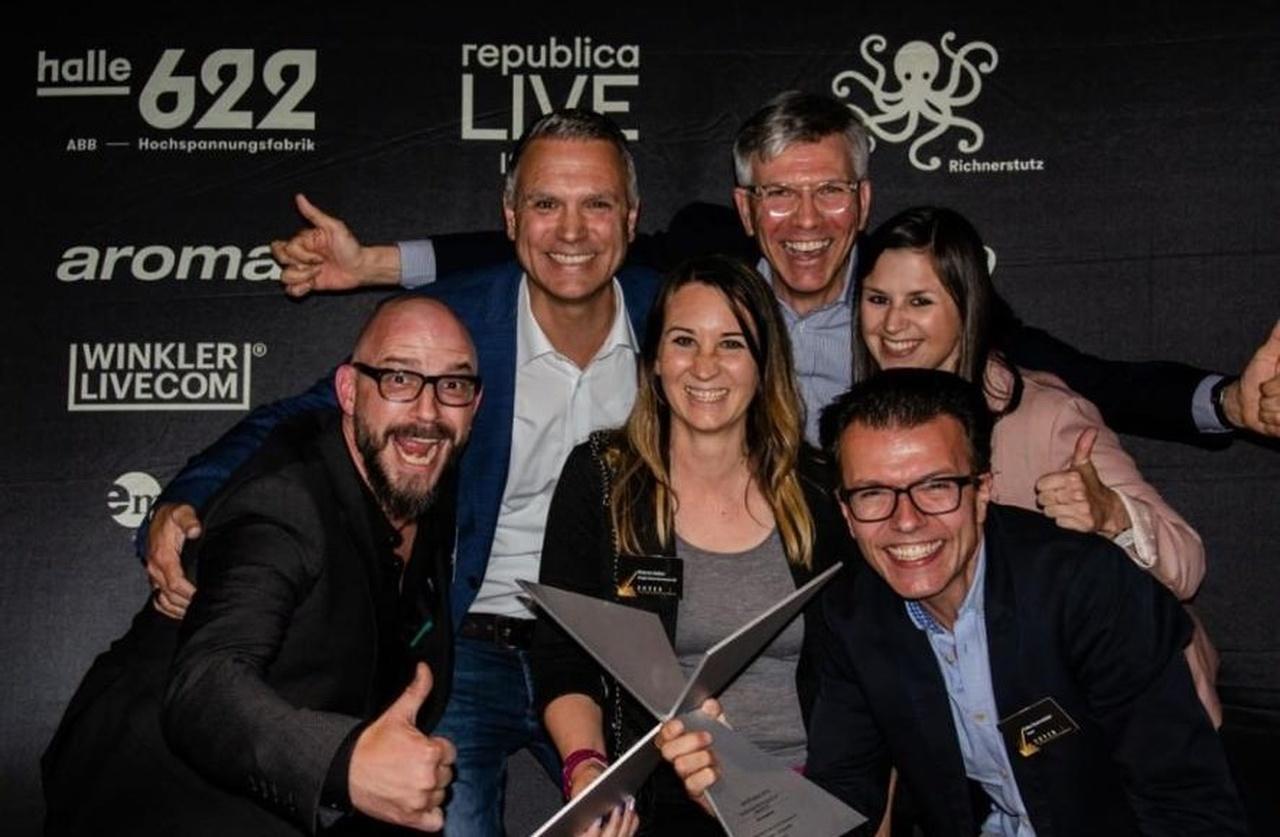 Team nach Auszeichnung_Easy-Resize.com.jpg