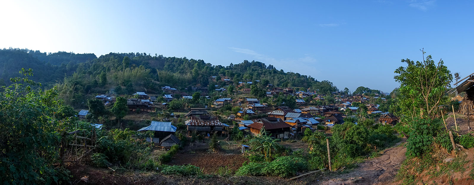 The Palaungvillage where we stayed. There are many different ethnic groups and the Palaung and Shan people have their separate villages but seem to get along with each other.