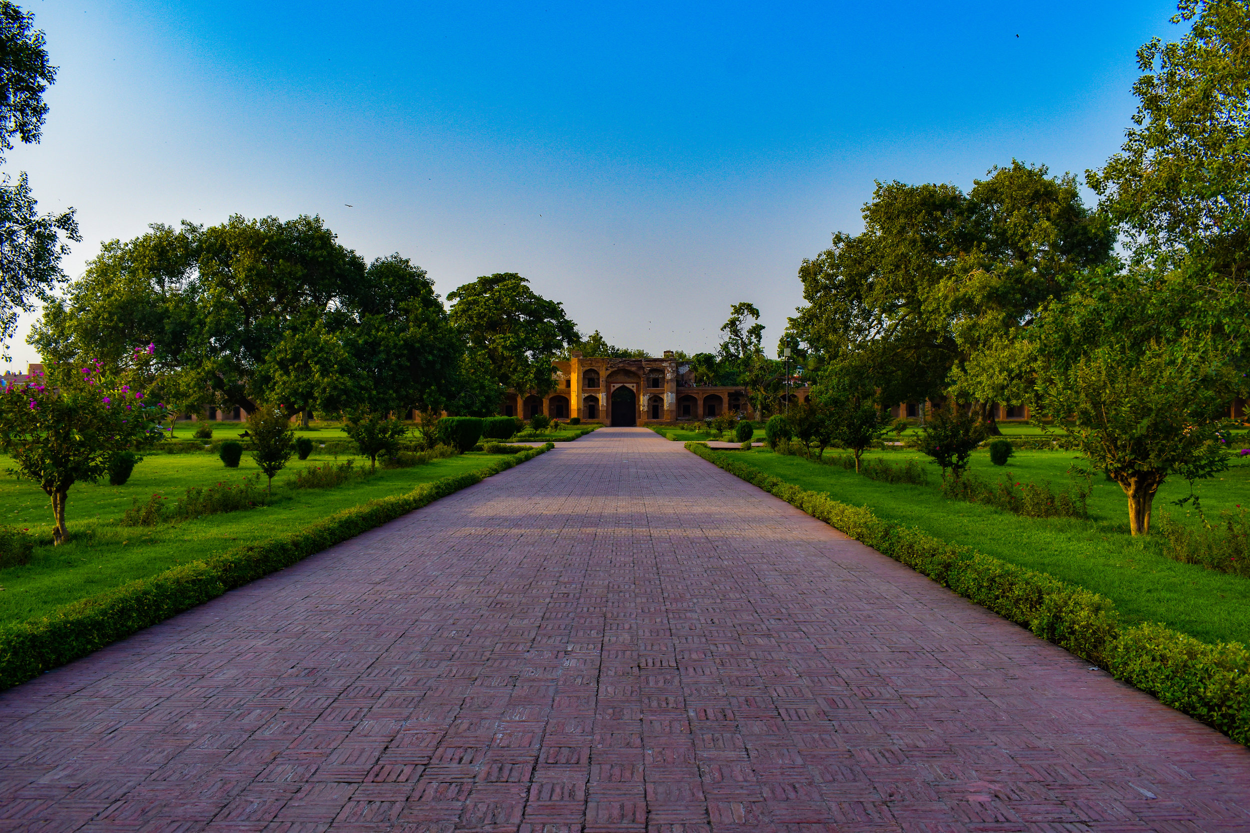 Approaching the entrance of Jahangir's Tomb.