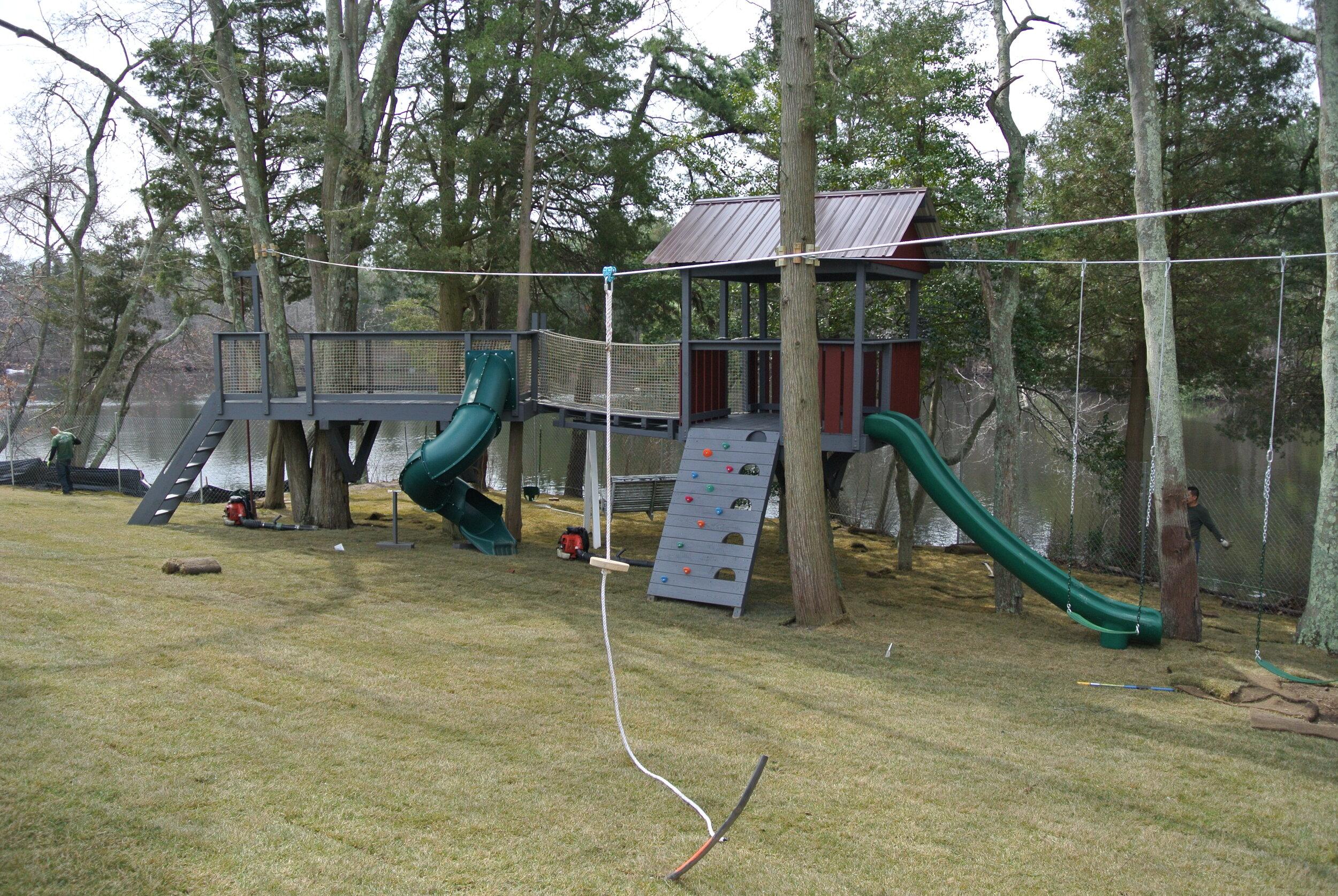 """Copy of <strong>Aire de Jeux en l'Air</strong><a href=""""/treetop-playground"""">Voir les photos du projet »</a>"""