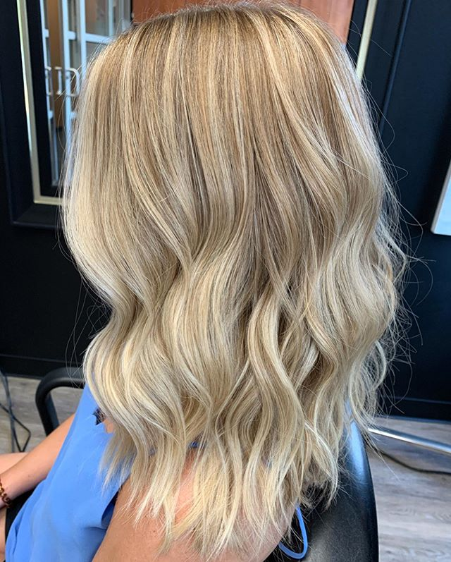 Ending your Monday right with this beaut😍 . . . . Added a little shadow root to create some dimension. Her hair lightens up a lot from the sun naturally so we added some depth at the root.