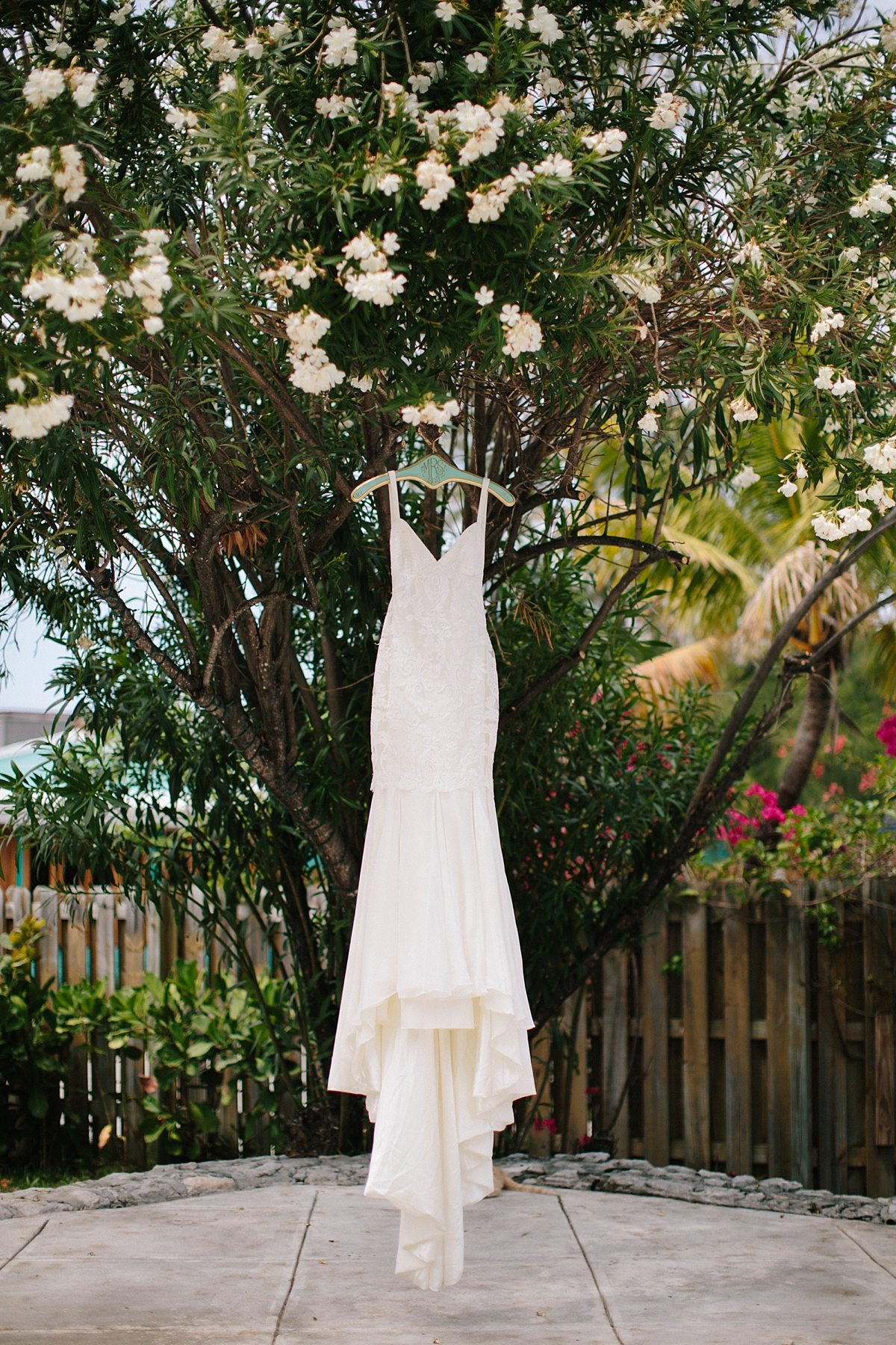 bahamas-destination-wedding-photographer-island-private-ceremony-staniel-cay_0012.jpg